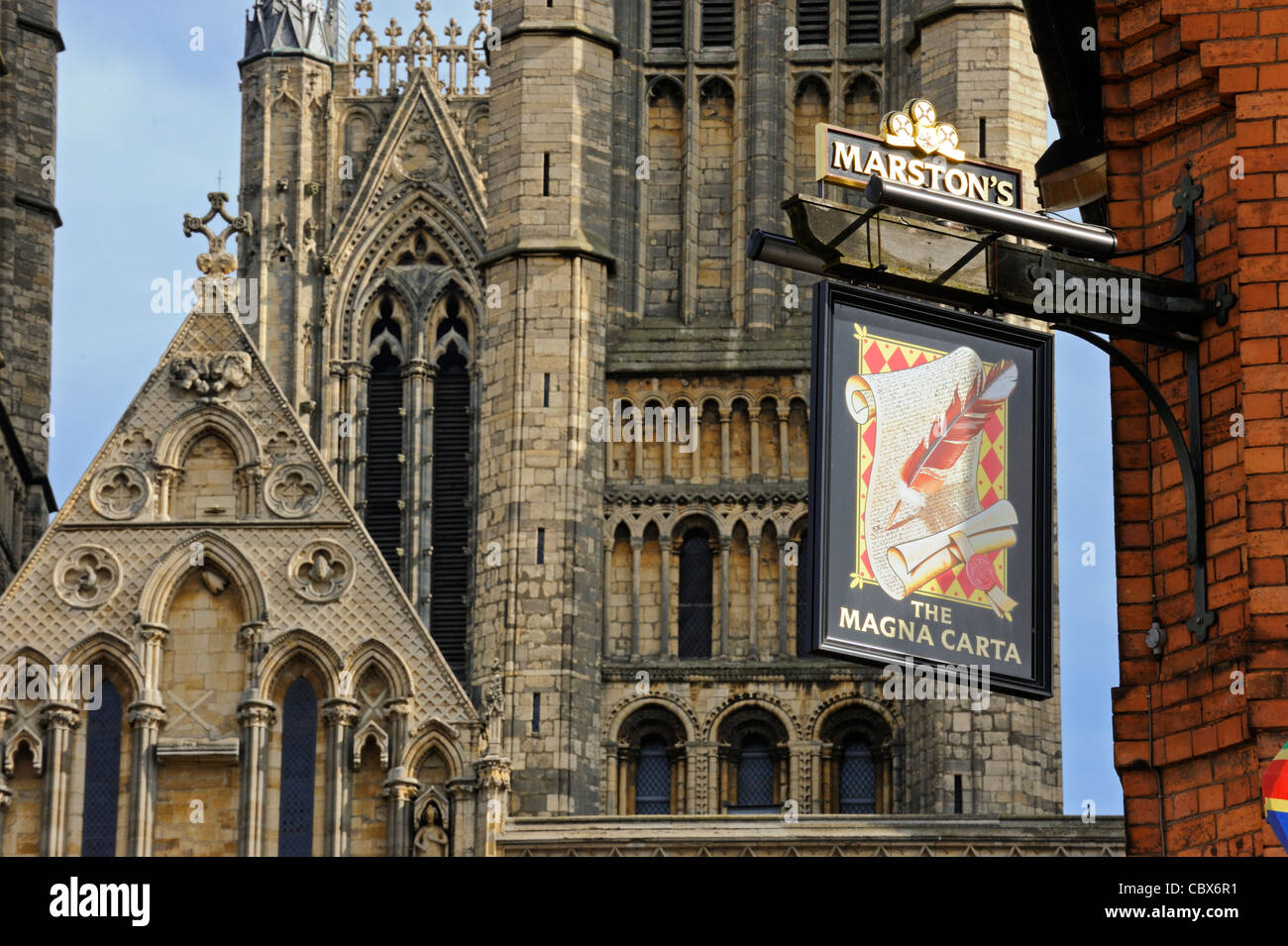 The 'Magna Carta' pub and Lincoln Cathedral - Stock Image
