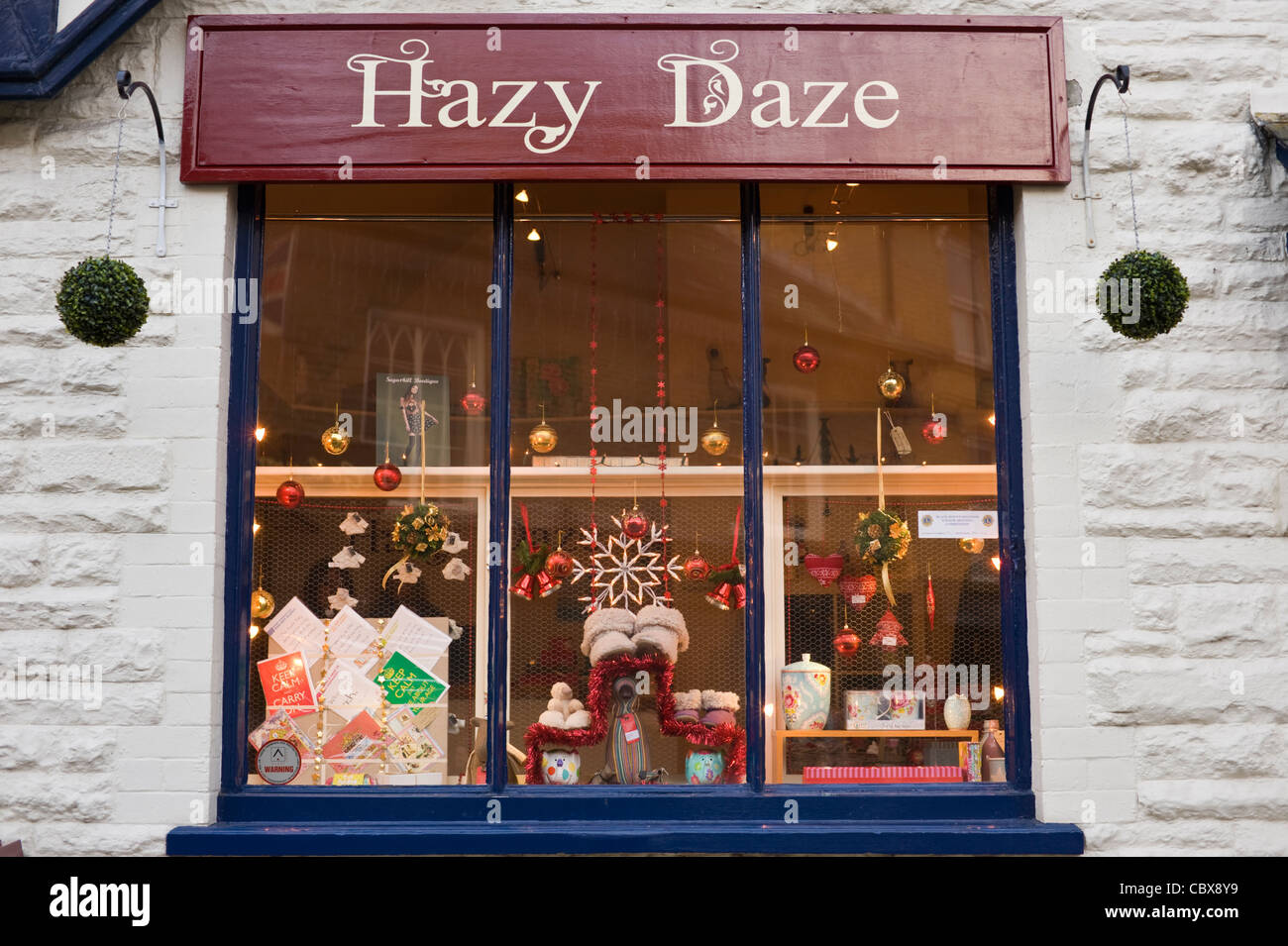 Xmas Christmas window display in Hazy Daze gift shop Hay-on-Wye ...
