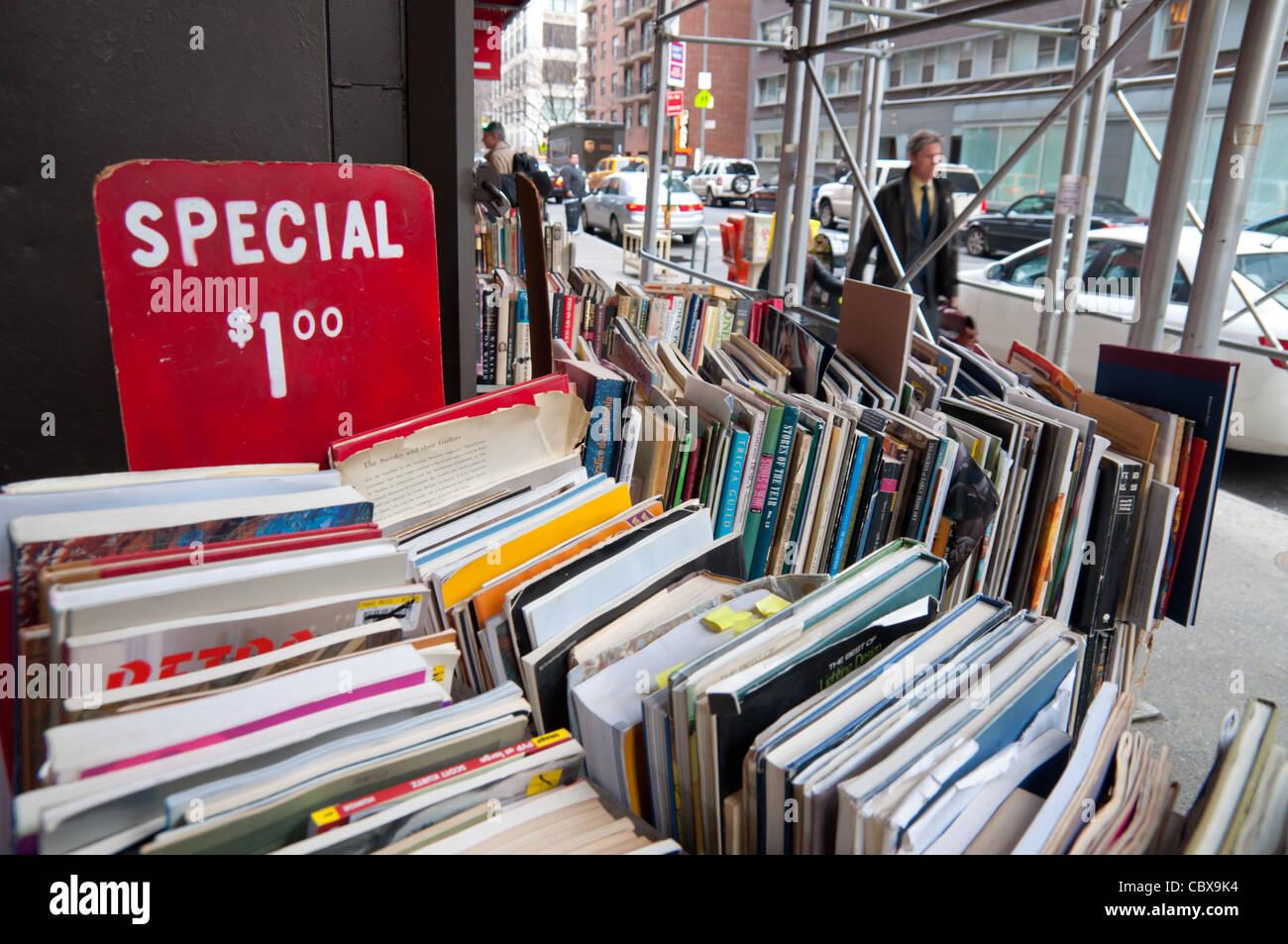 Used books sale in Strand bookstore, Manhattan, New York City - Stock Image