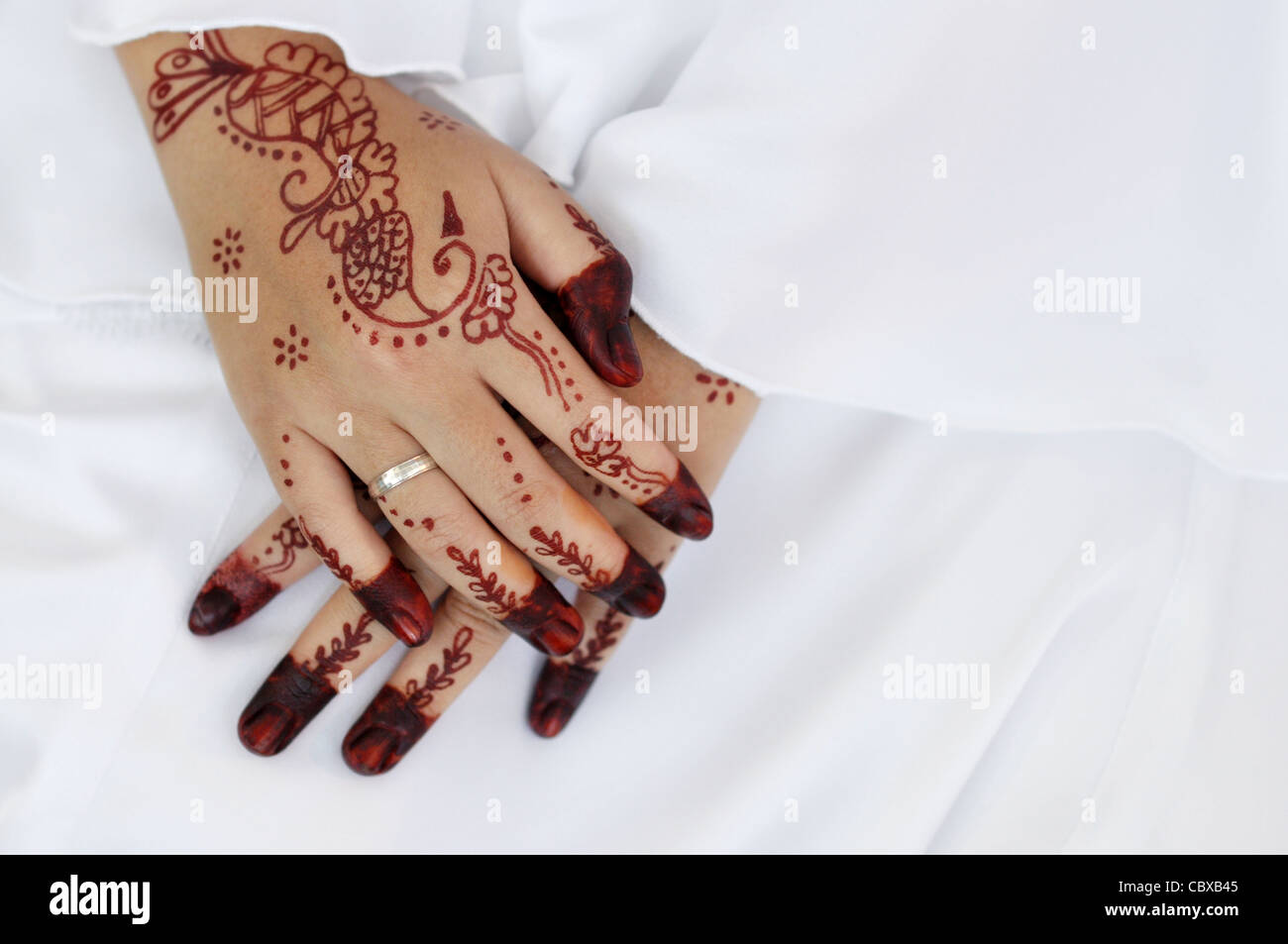 Malay Bride And The Henna Artwork On Her Hands Stock Photo Alamy