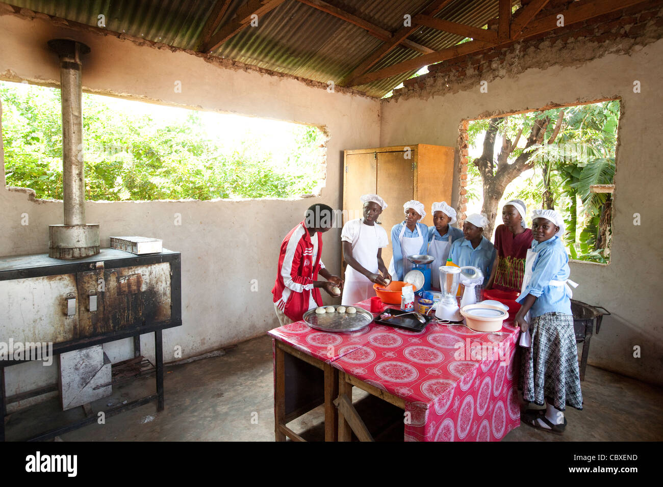 Students attend a culinary arts class in Morogoro, Tanzania, East Africa. - Stock Image