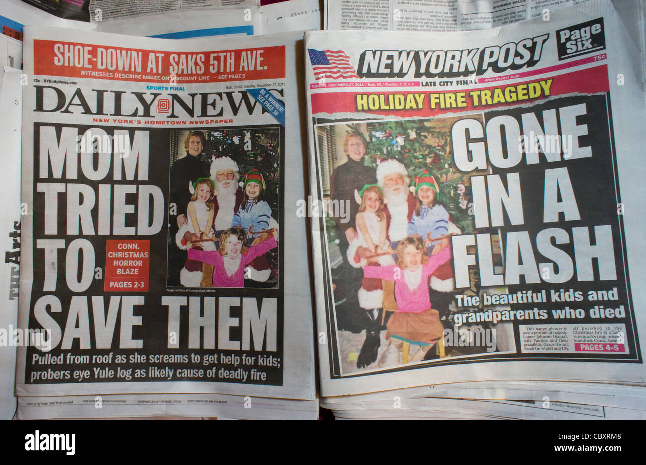 Copies of the fiercely competitive New York Daily News and the New York Post use the same copy photo on the front - Stock Image
