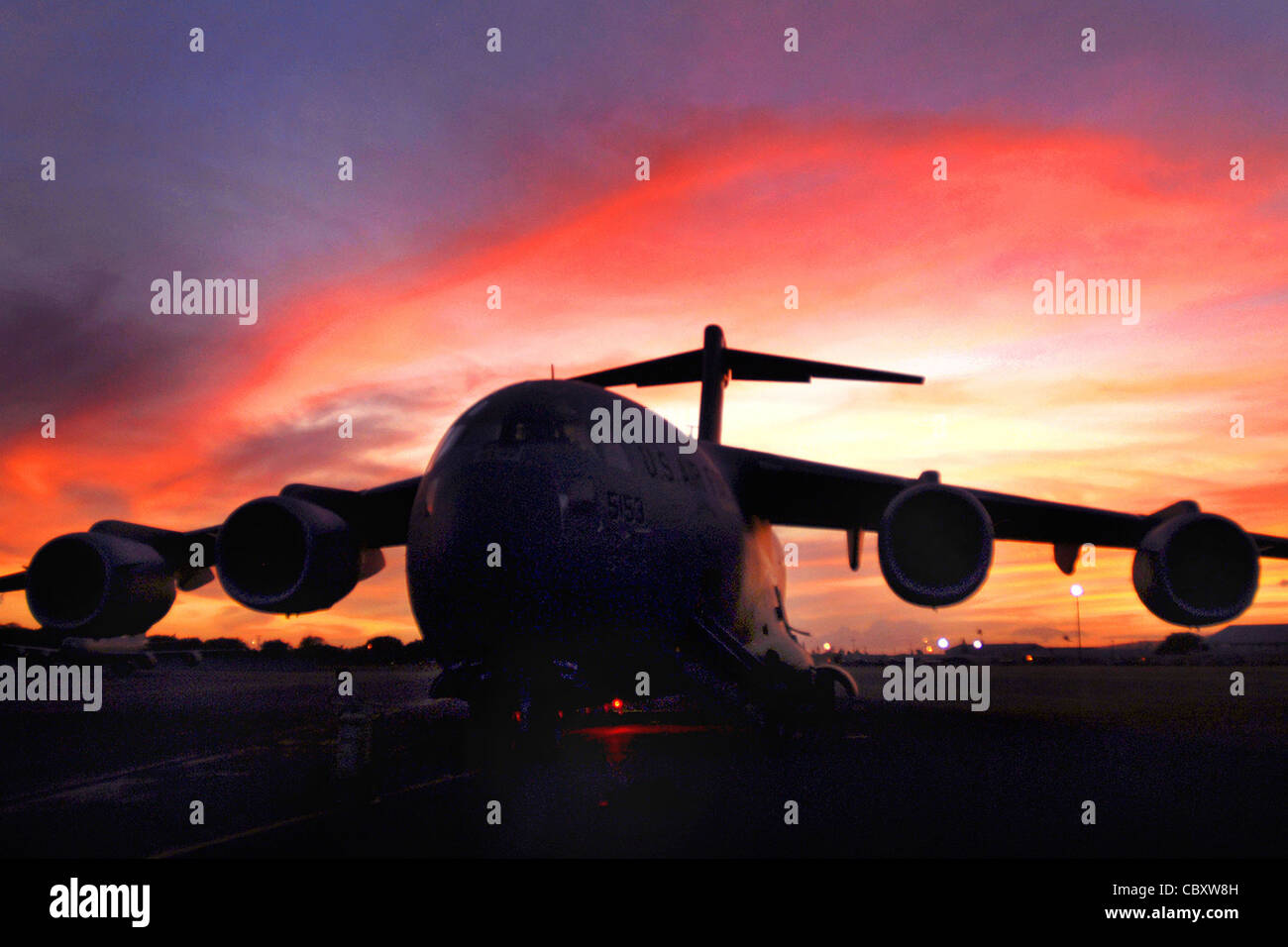A C-17 Globemaster III sits on the flightline at Hickam Air Force Base, Hawaii, Sept. 30, 2009, as crews prepare - Stock Image