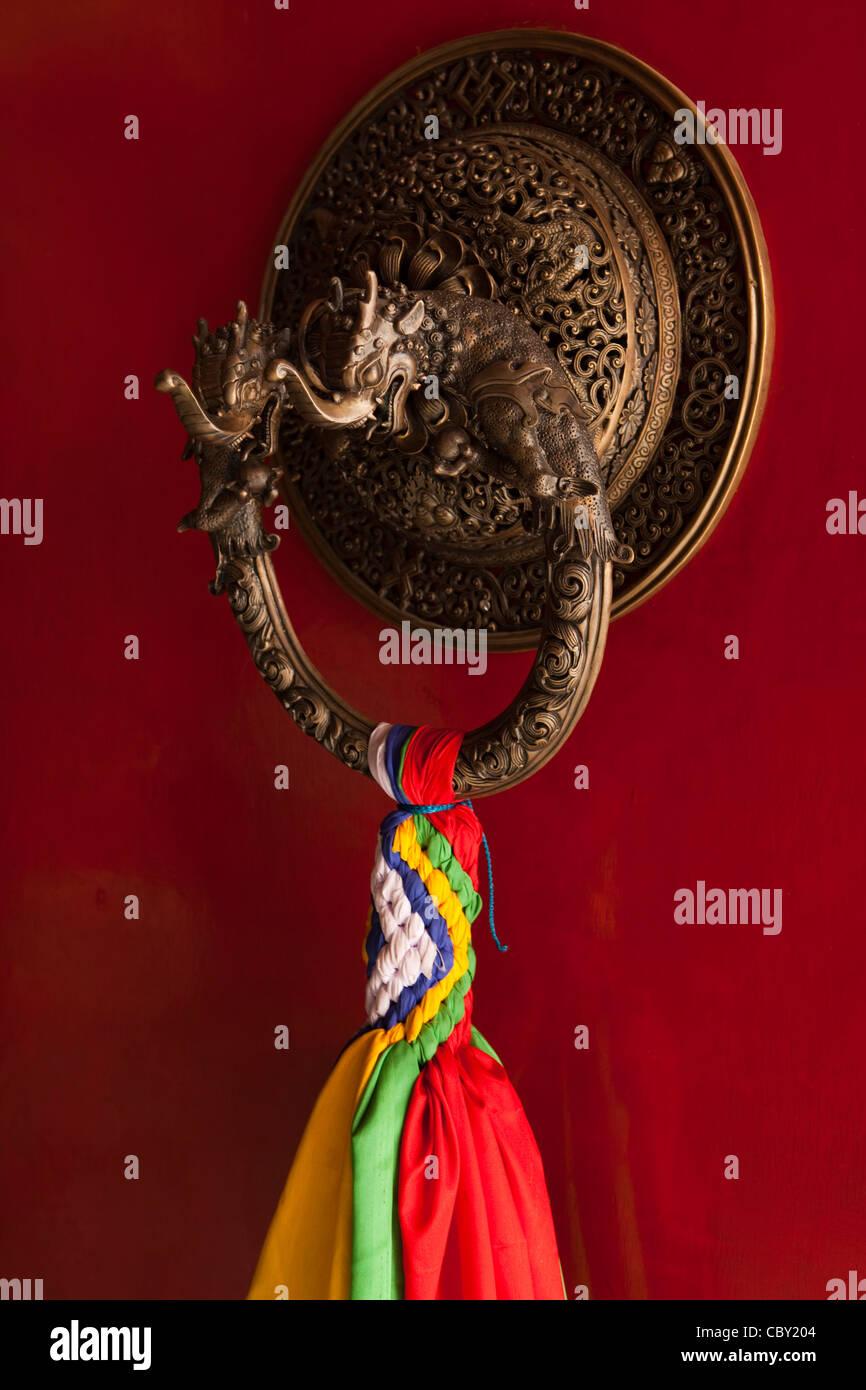 India, Bihar, Bodhgaya, Buddhism, Tibetan Temple, bronze dragon door knocker - Stock Image