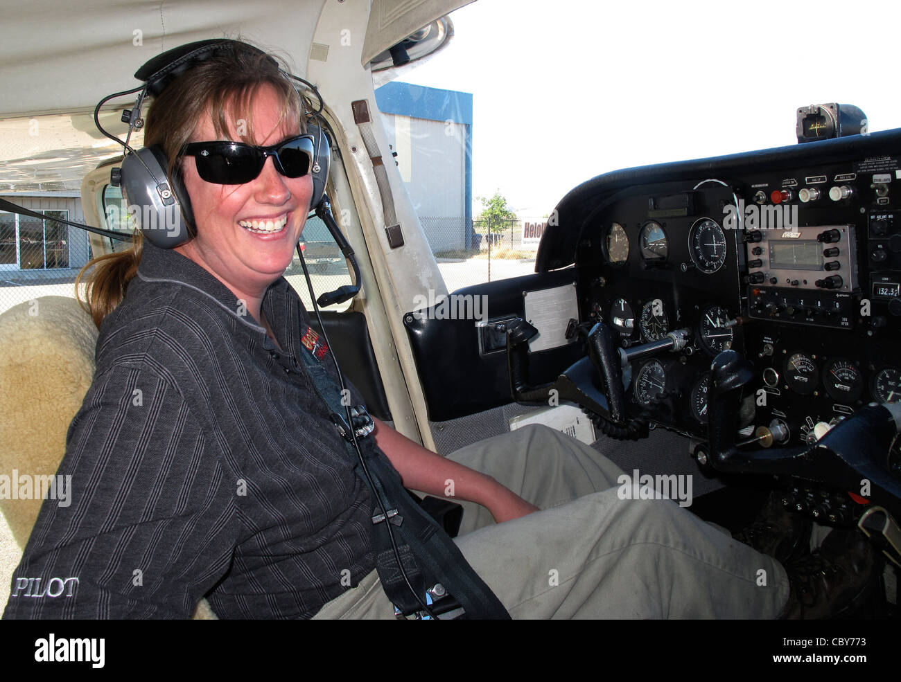 female pilot in cockpit of Cessna 172 - Stock Image