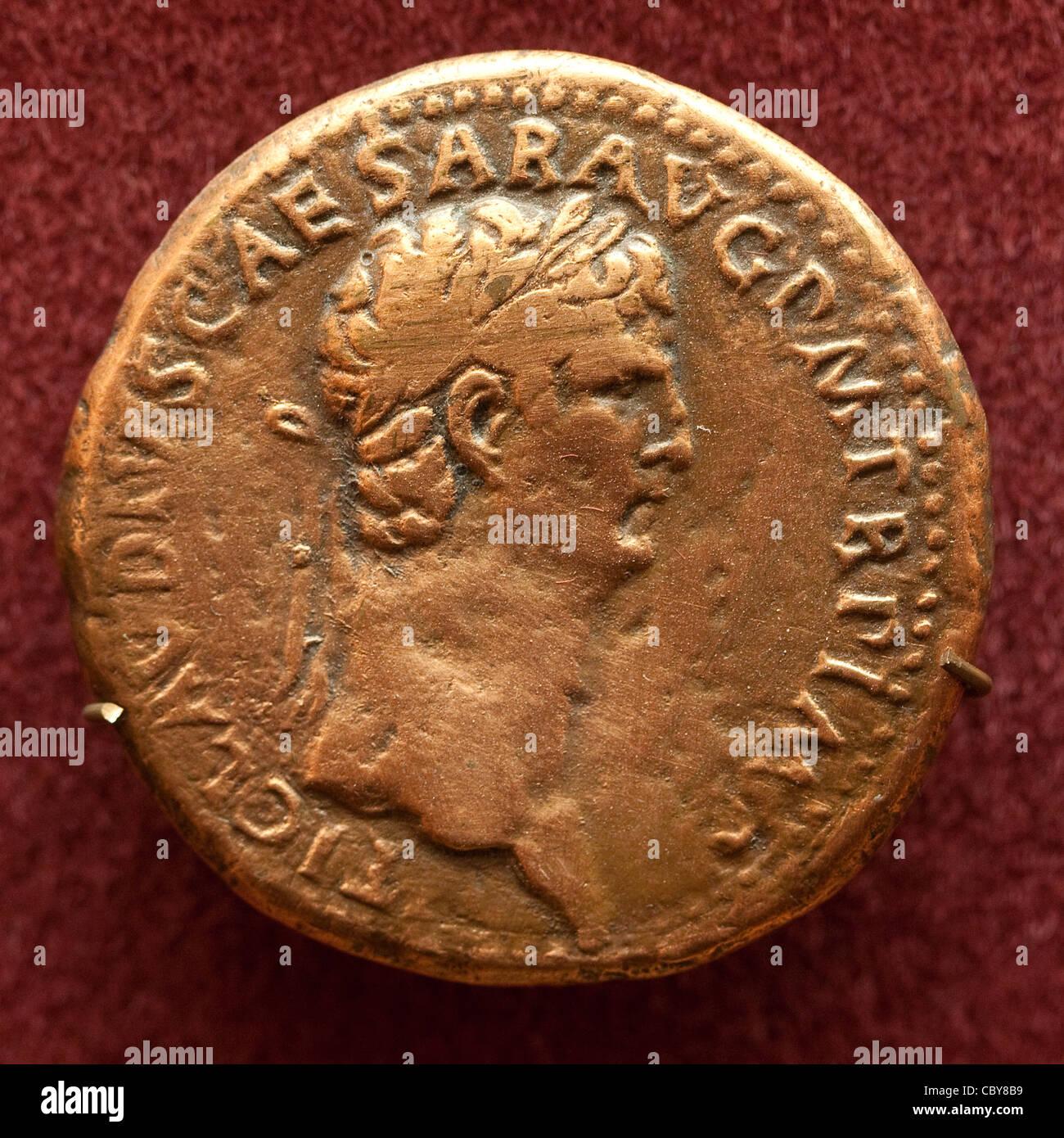 Ancient roman aurei coin depicting gaius julius caesar augustus ancient roman aurei coin depicting gaius julius caesar augustus germanicus freerunsca Images
