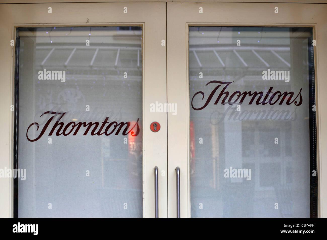 Thorntons shop doors closed - Stock Image