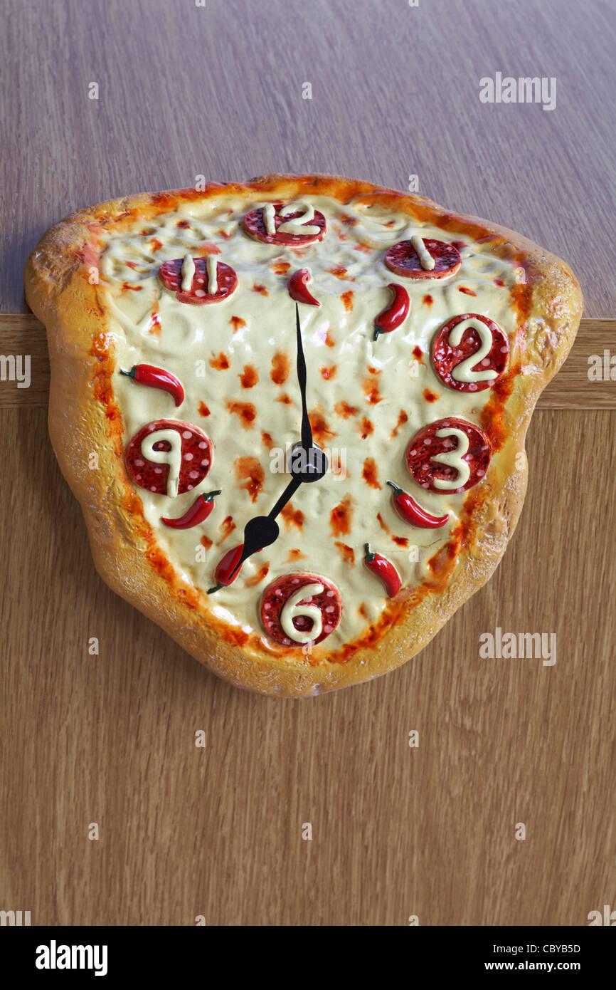 Novelty melting pizza clock - Stock Image