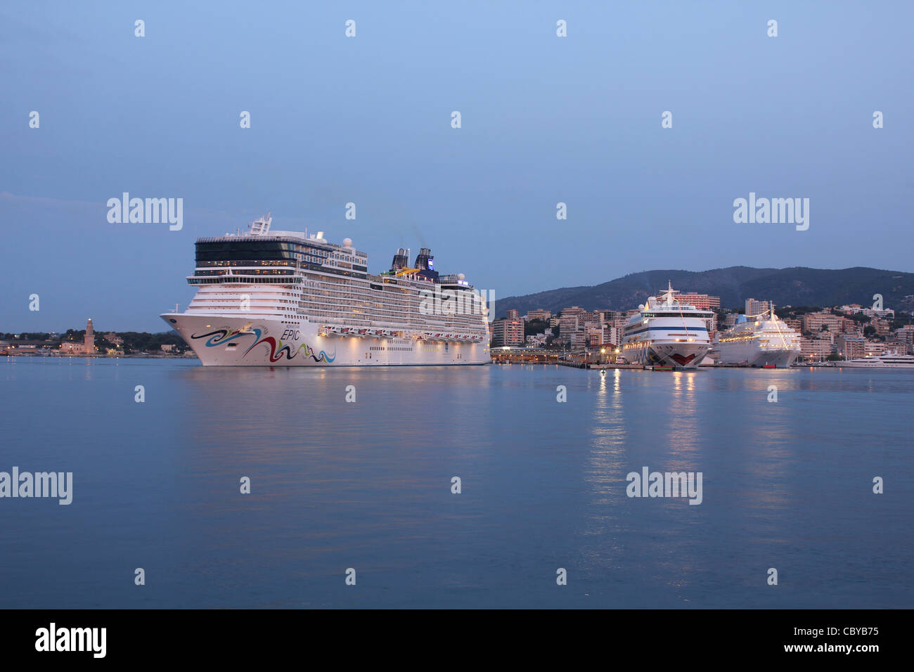 Pre dawn arrival - Norwegian Cruise Line (NCL) Cruise Liner 'Norwegian Epic' in Port of  Palma de Mallorca - Stock Image