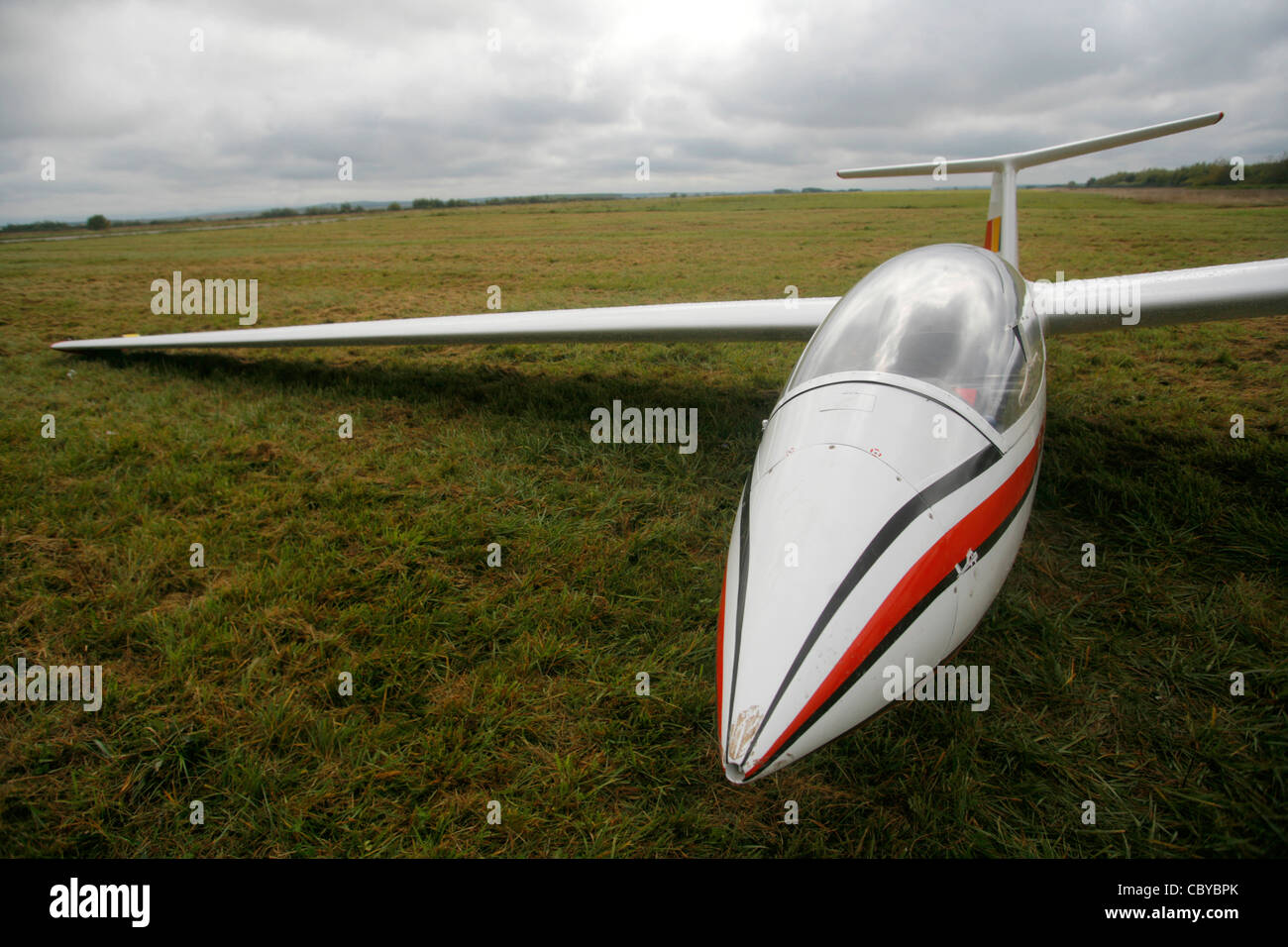 A glider resting on a field - Stock Image