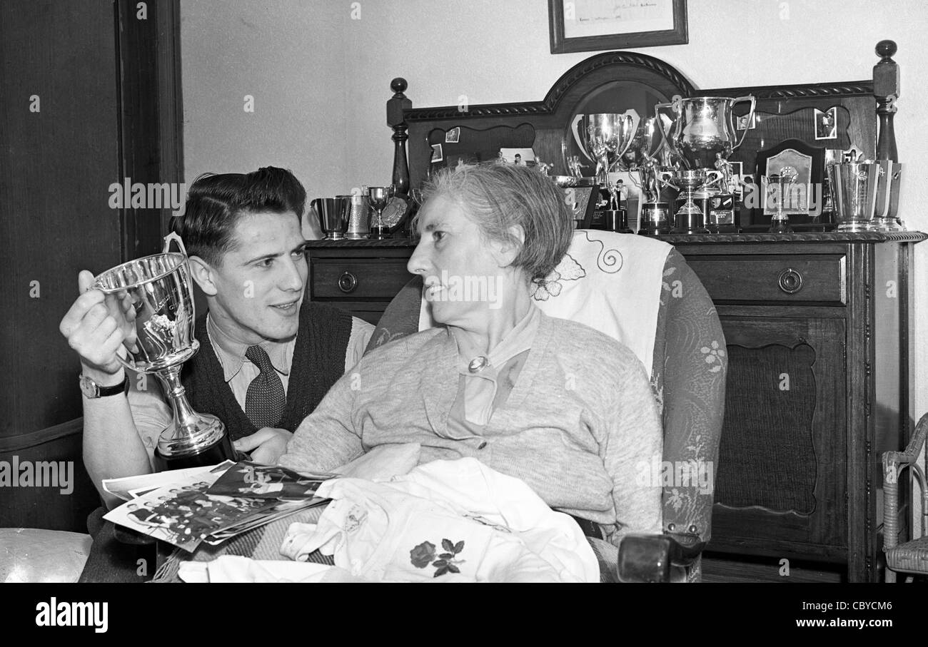British featherweight boxer Thomas 'Tommy' Nicholls with his mother in 1952 he went on to win Silver at - Stock Image