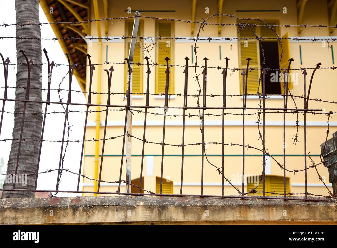 Barbed wire fence, Phnom Penh, Cambodia, Asia - Stock Image