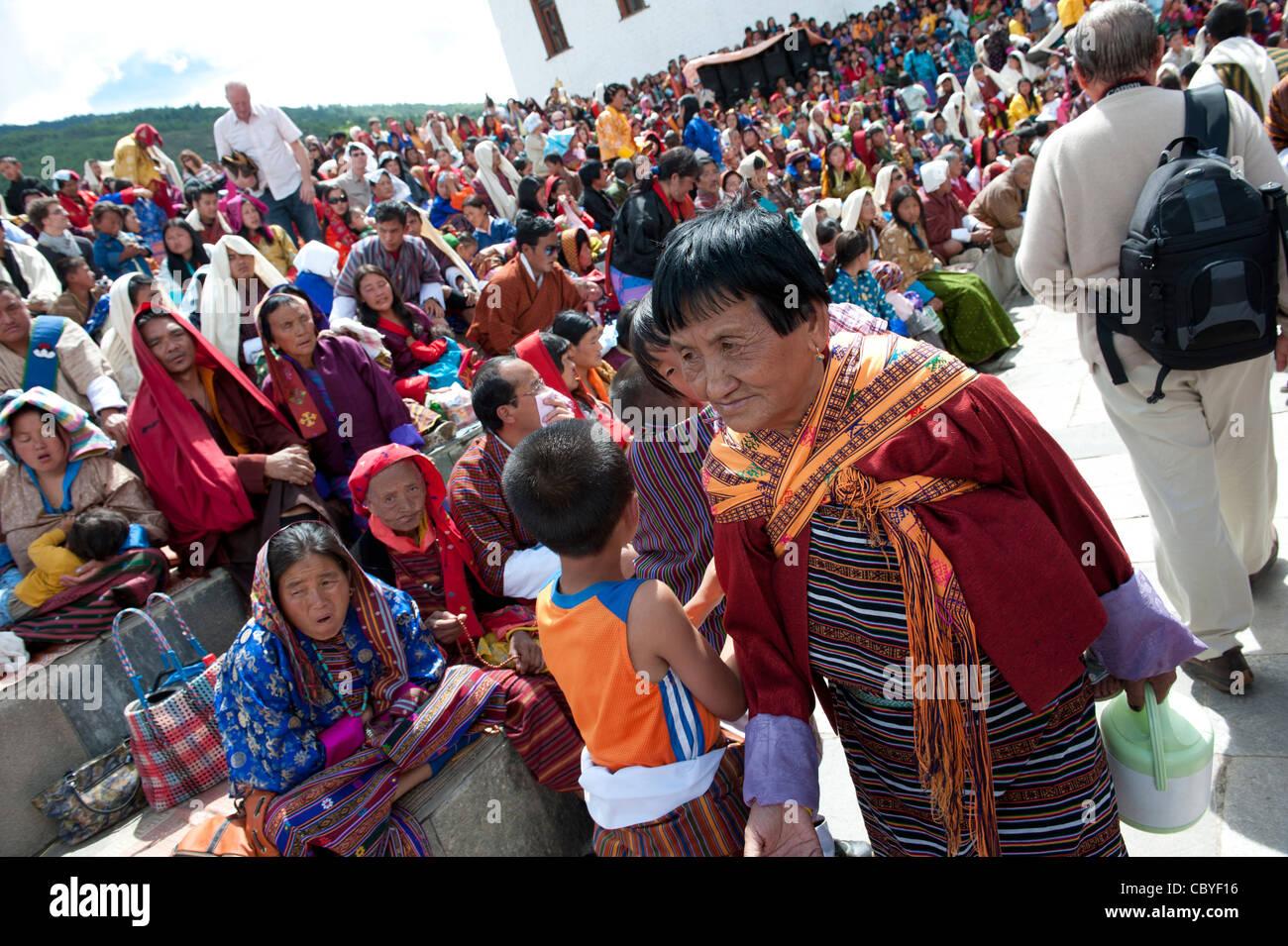 Asia Bhutan Cham Thimpu Tibet Tsechu old woman - Stock Image