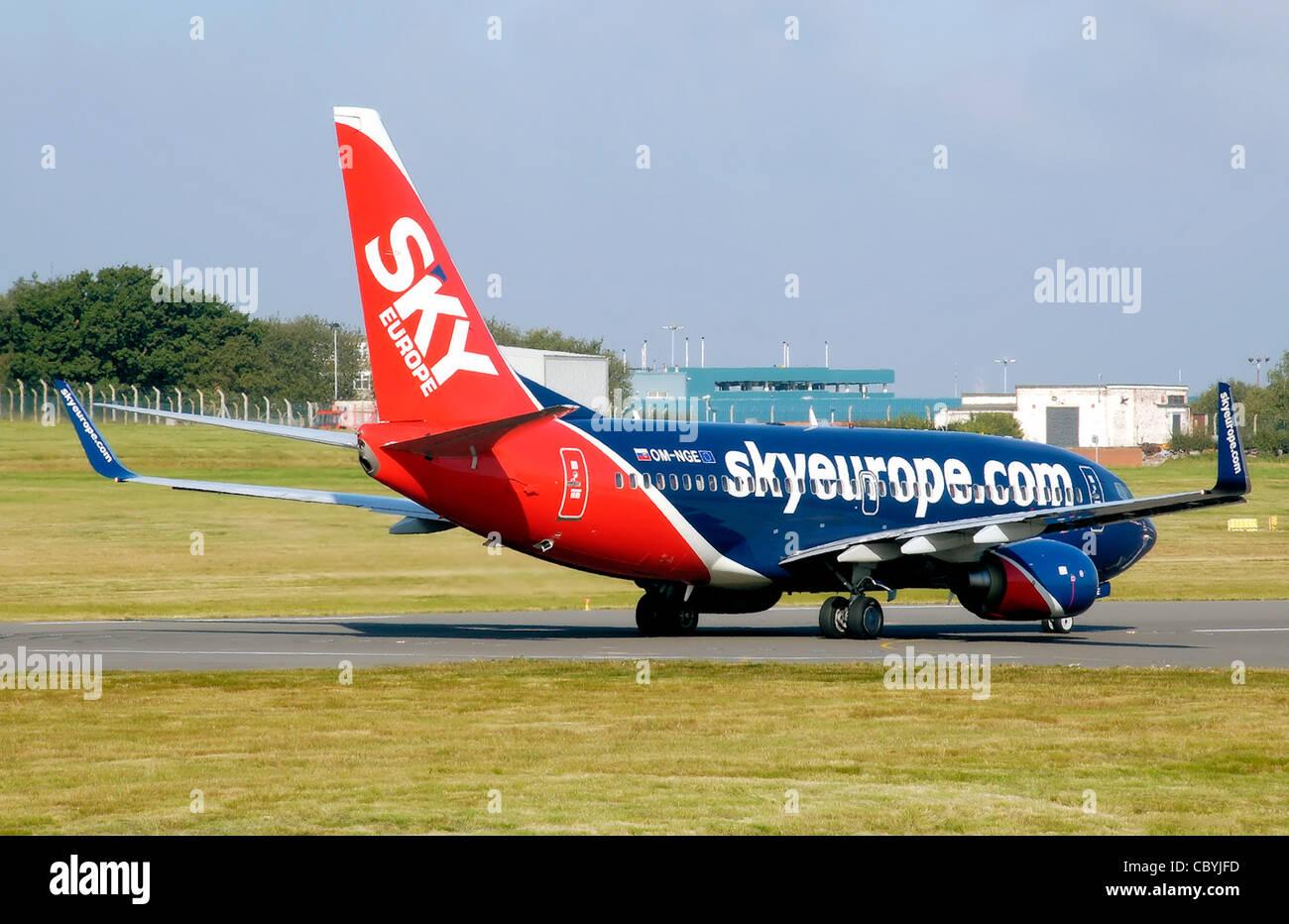 SkyEurope Boeing 737-700 (OM-NGE) starts its takeoff run at Birmingham International Airport, England. - Stock Image