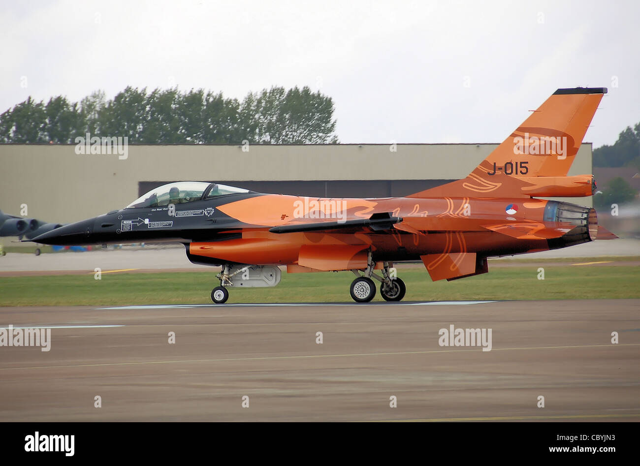 Royal Netherlands Air Force F-16 Fighting Falcon (tail code J-015) starts its takeoff run at the 2009 Royal International - Stock Image
