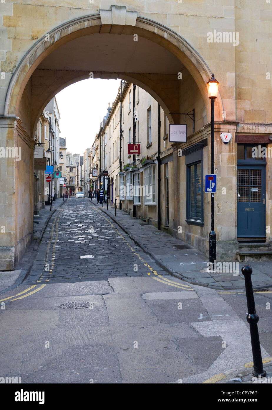 Stone arch in Trim Street, leading into Queen Street, Bath, Somerset, England, UK. - Stock Image