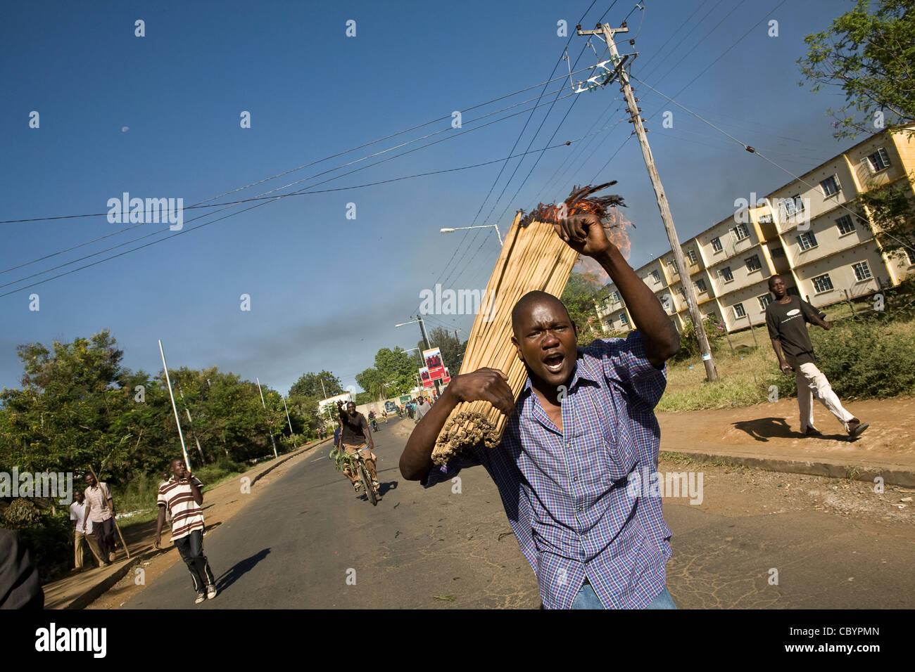Rioters and looters during Kenya post-election violence, Kisumu, Kenya. - Stock Image