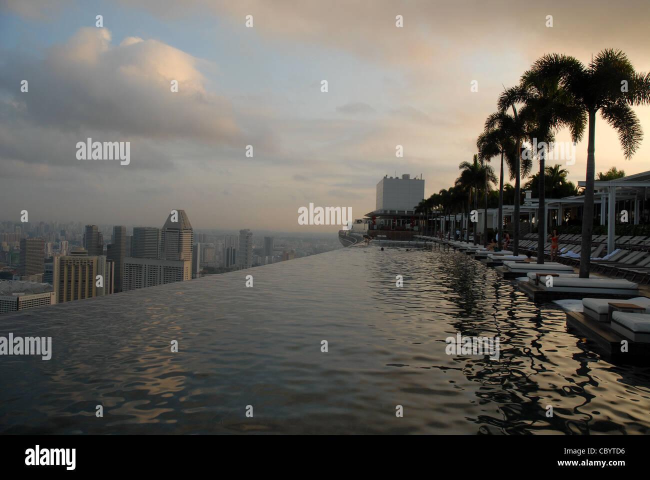 Sands SkyPark infinity swimming pool on the 57th floor of Marina Bay Sands Hotel, Marina Bay, Singapore - Stock Image