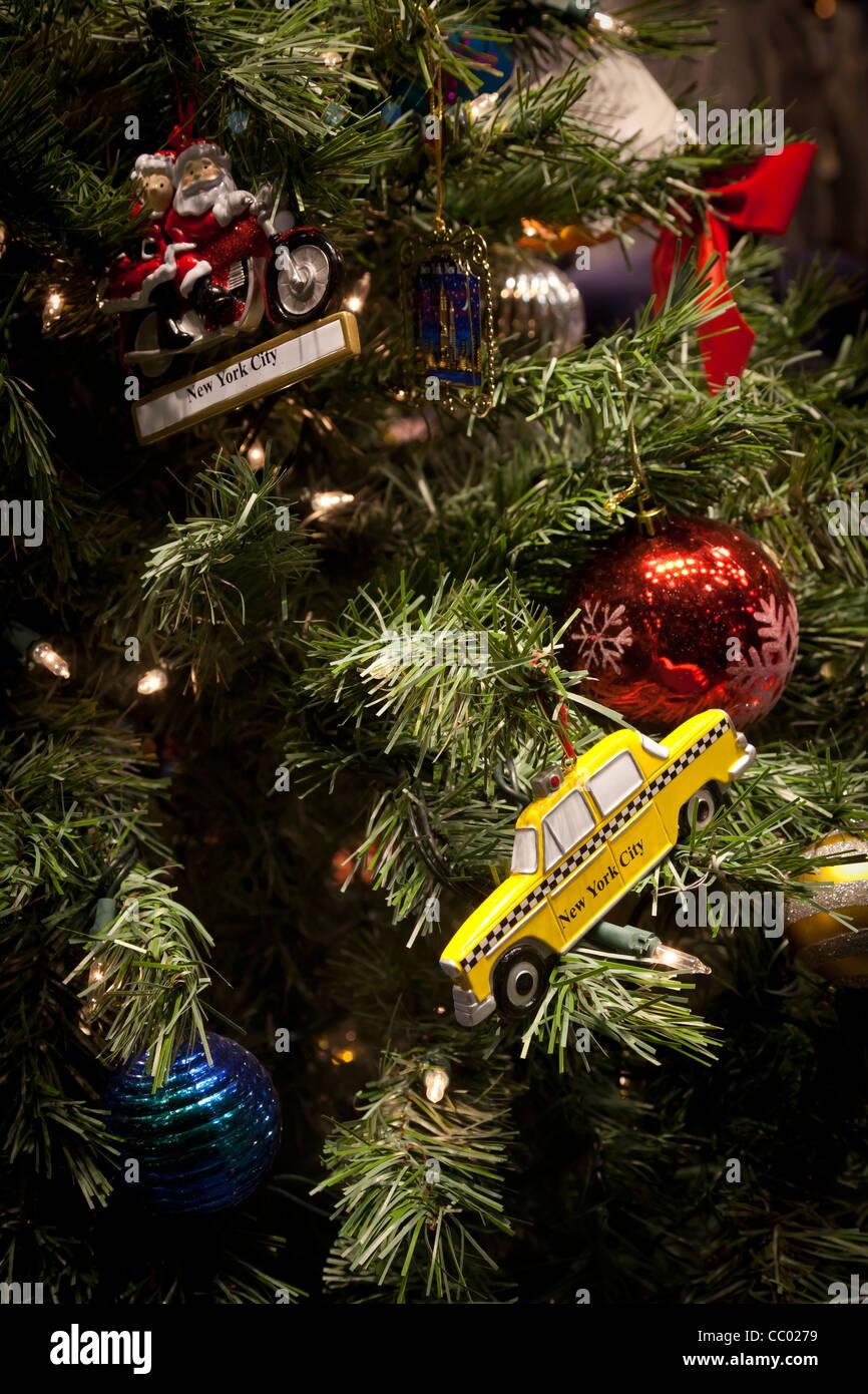 b0ce31ce875ca Taxi New York Christmas Stock Photos & Taxi New York Christmas Stock ...