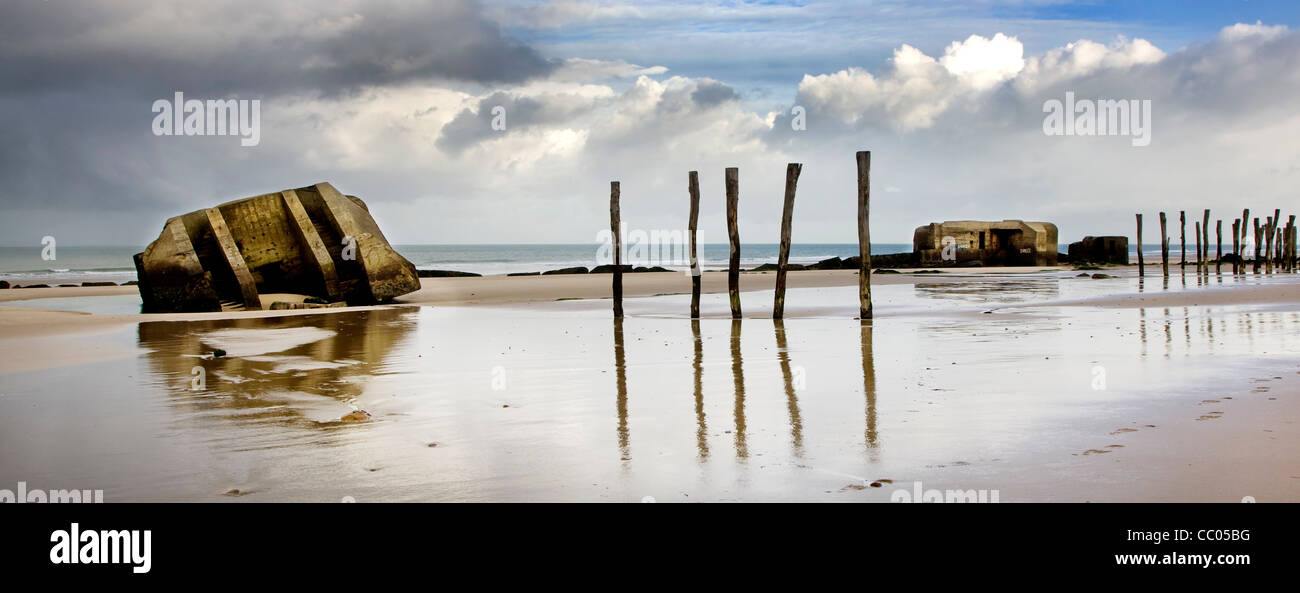 Second World War Two concrete blockhouses on beach at Wissant, Nord-Pas de Calais, France - Stock Image