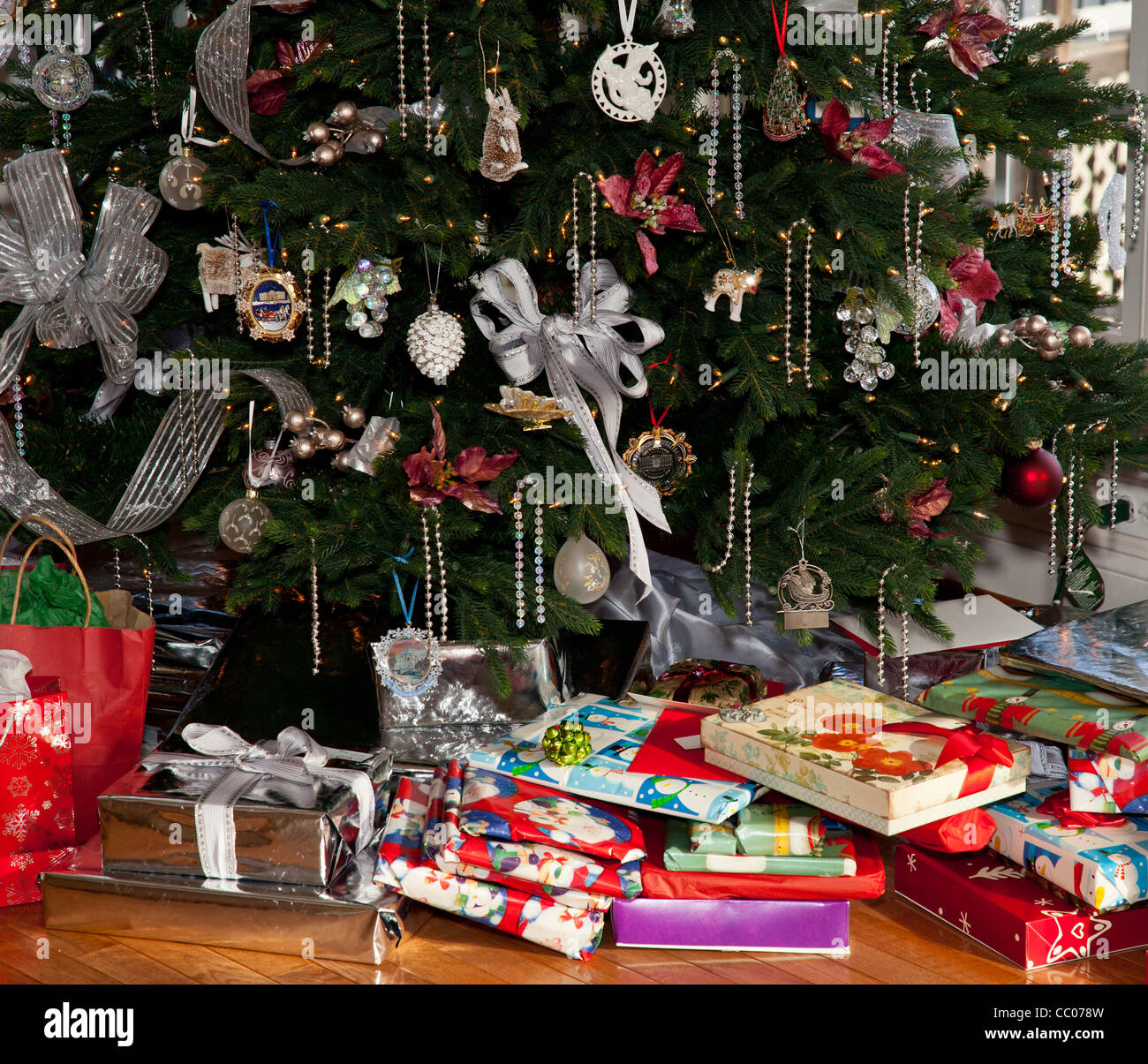 Christmas Tree Decorated With Silver And White Ribbons And Ornaments Stock Photo Alamy