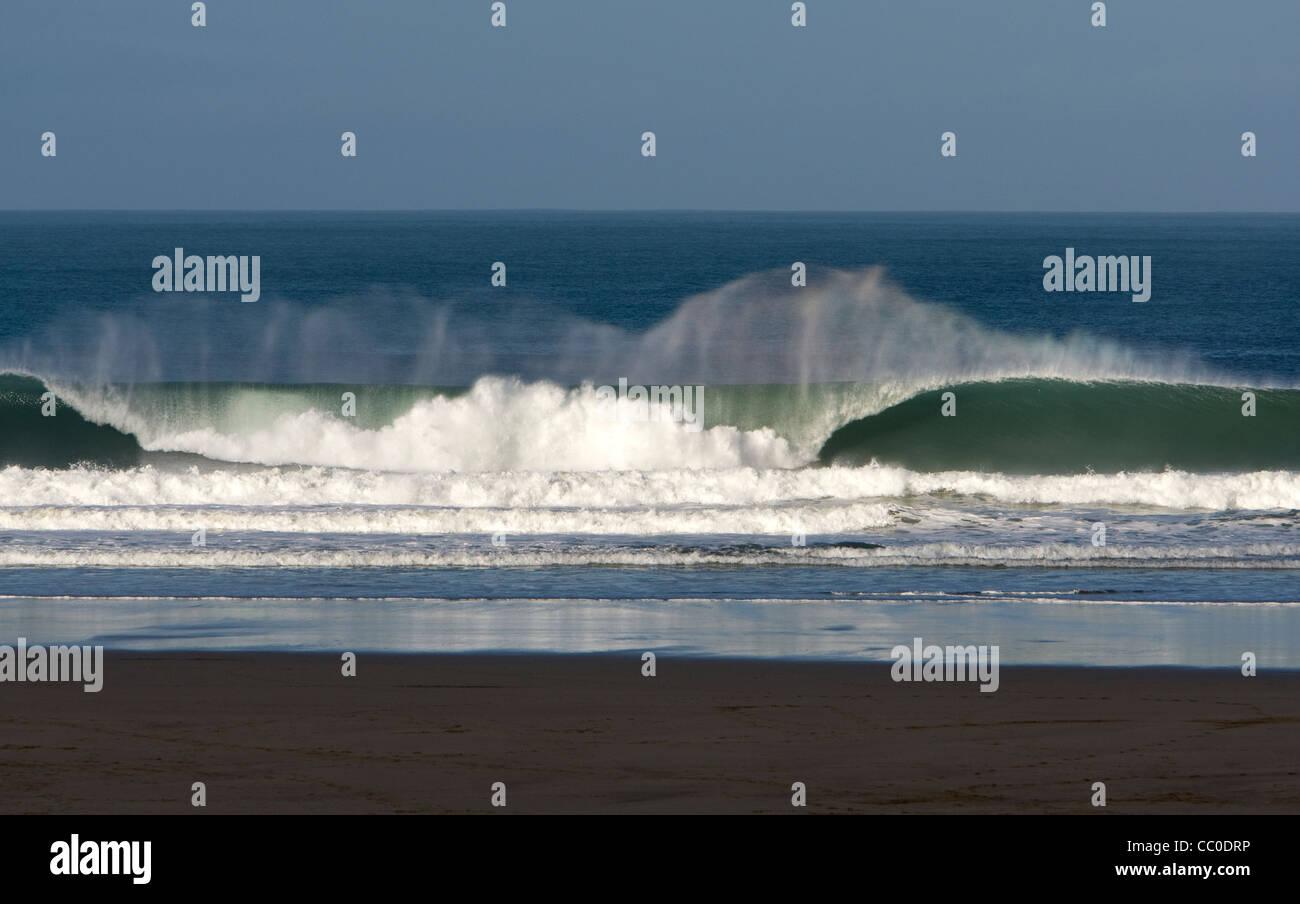 Waves crash on to the beach at Porthtowan, Cornwall - Stock Image