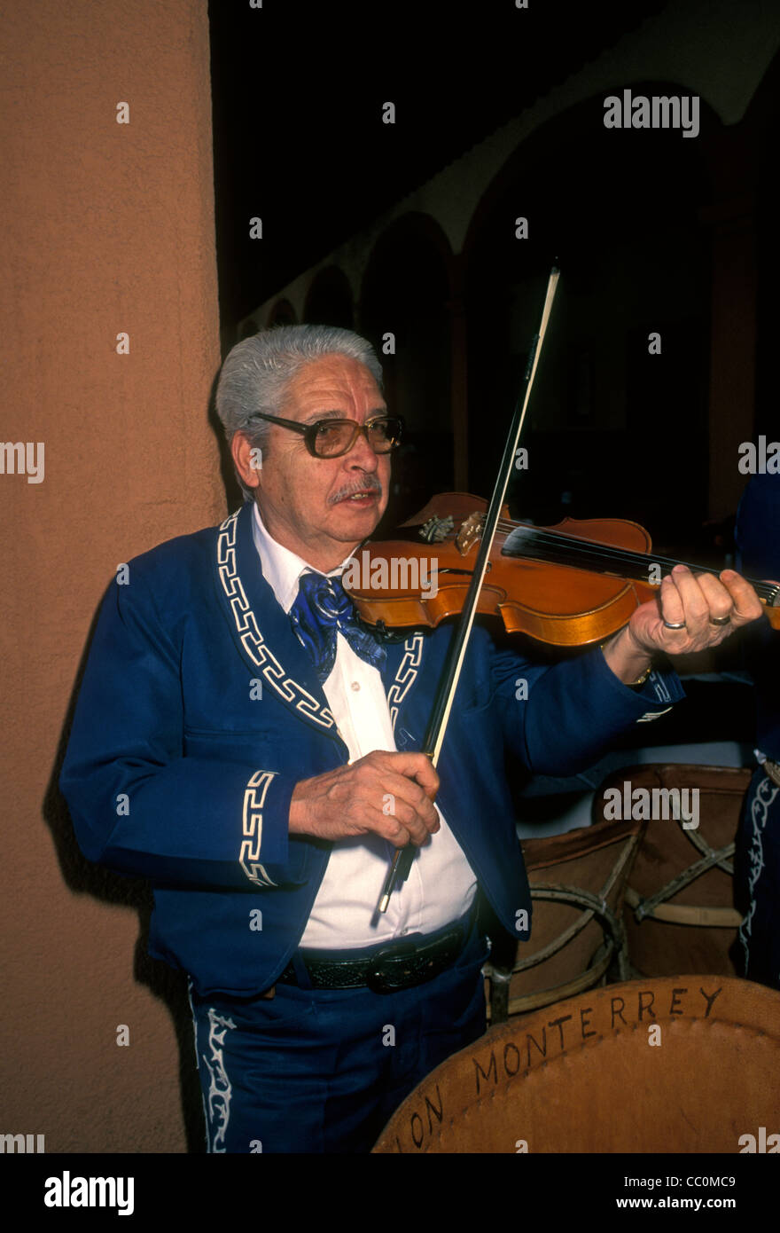 1, one, Mexican man, violin player, violinist, playing violin, mariachi band, mariachi band member, Tlaquepaque, - Stock Image