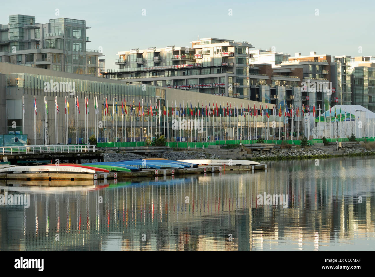 2010 Winter Olympic Athletes Village located on the waterfront of False Creek, Vancouver. - Stock Image