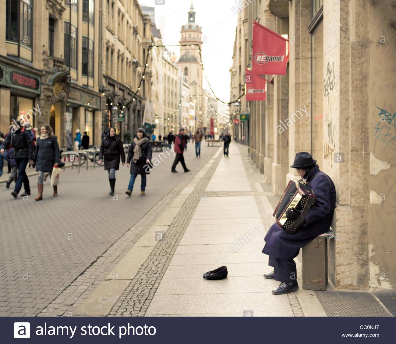 Street Musician playing an accordion, Nikolaistraße, Leipzig, Germany - Stock Image
