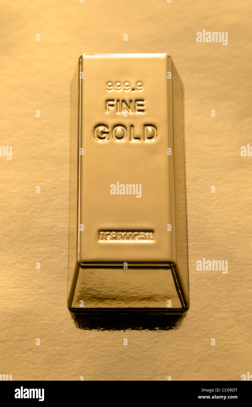 Gold Bar on a gold background - Stock Image