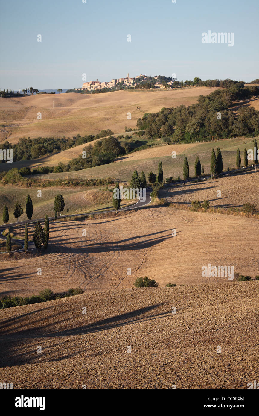 Monticcheillo hill town and winding road, Tuscany, Italy. - Stock Image