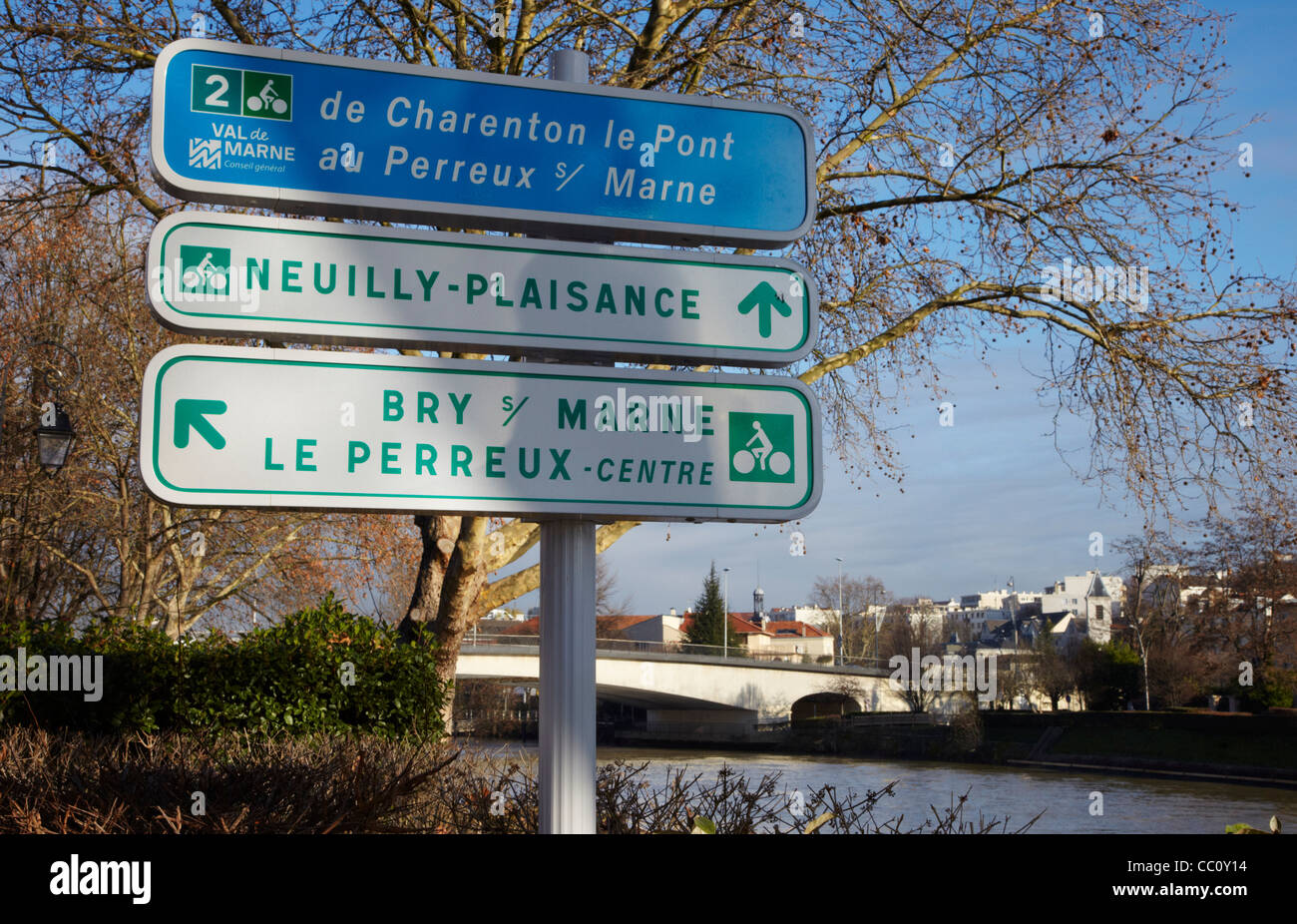 Signs for cycle routes by the River Marne. Le Perreux-sur-Marne, Val-de-Marne, France. - Stock Image