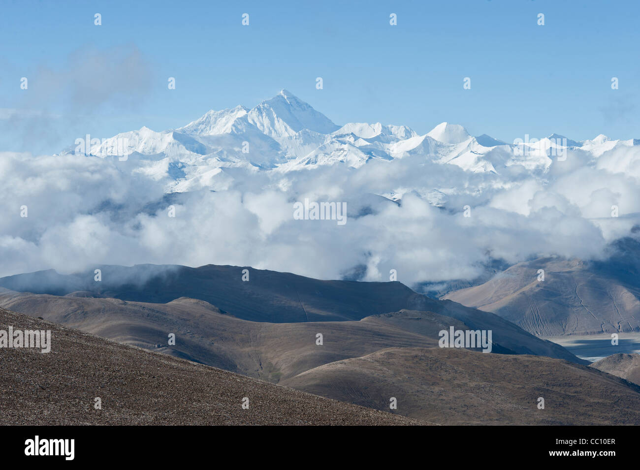 A view of Mount Everest in Tibet, a few kilometers from base camp - Stock Image
