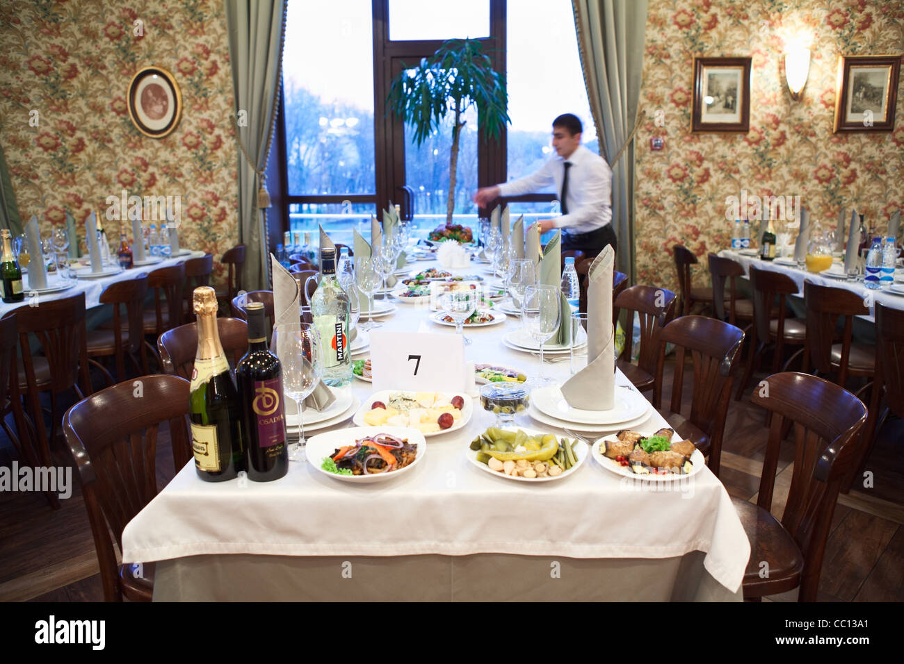 How to Set the Table for Christmas Lunch