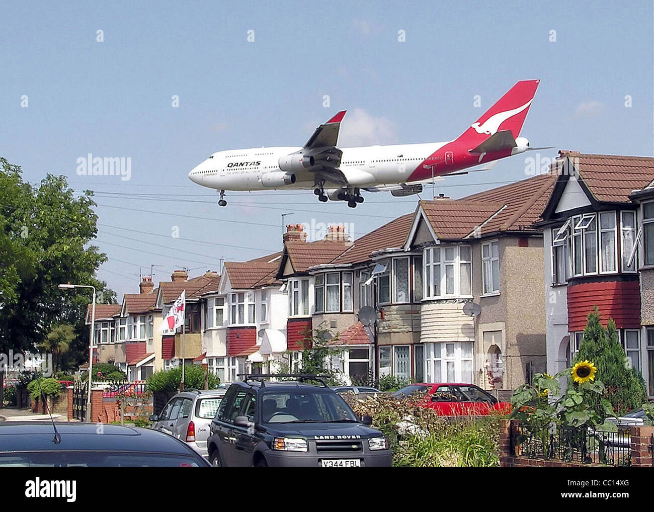 A Qantas Boeing 747-400 (registration unknown) approaching runway 27L at London Heathrow Airport - Stock Image