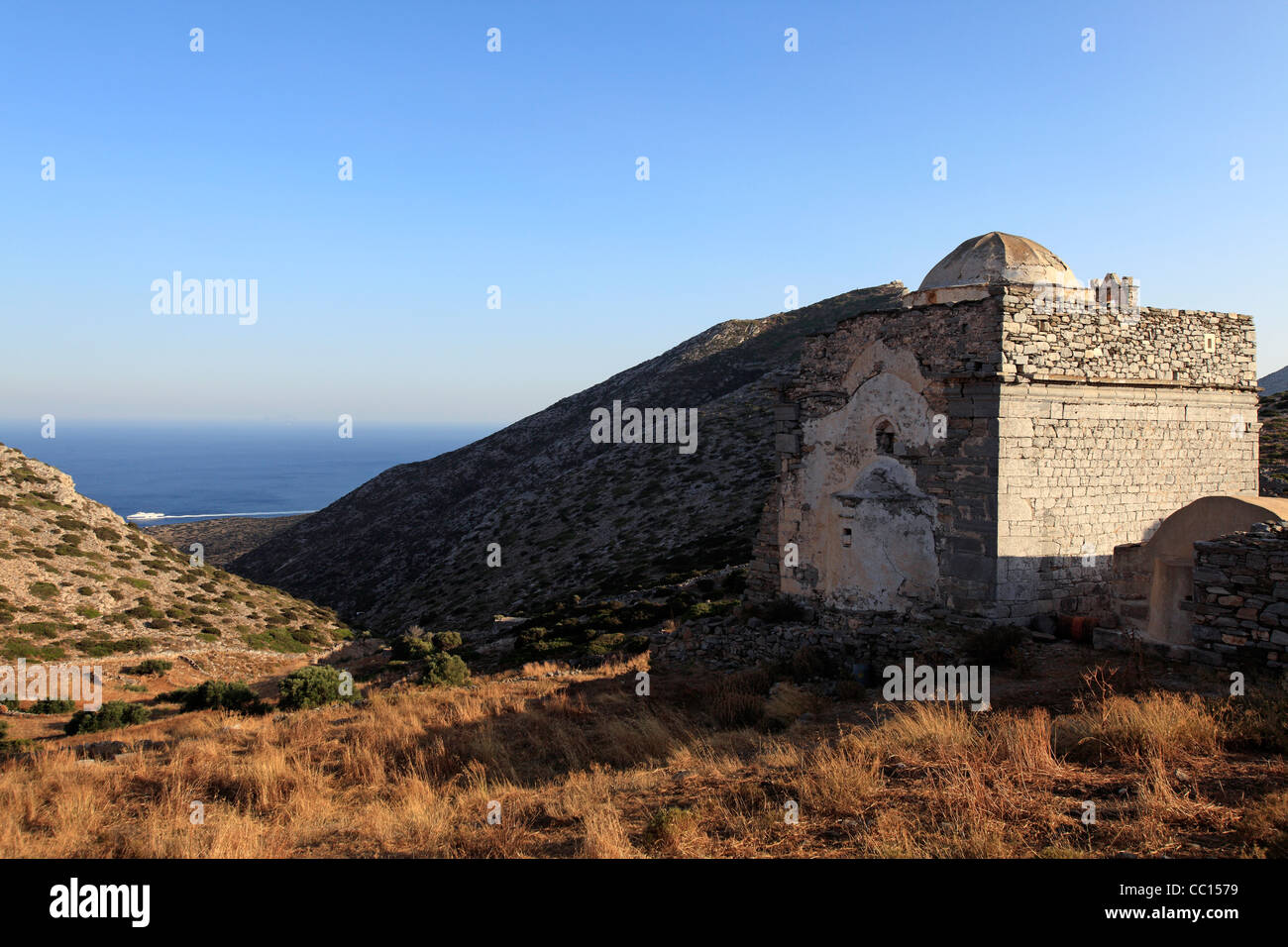 greece cyclades islands sikinos the ruined temple and church of episkopi - Stock Image