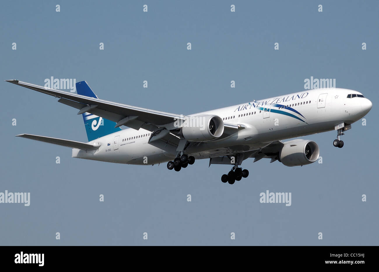 Air New Zealand Boeing 777-200ER (ZK-OKB) lands at London Heathrow Airport. - Stock Image