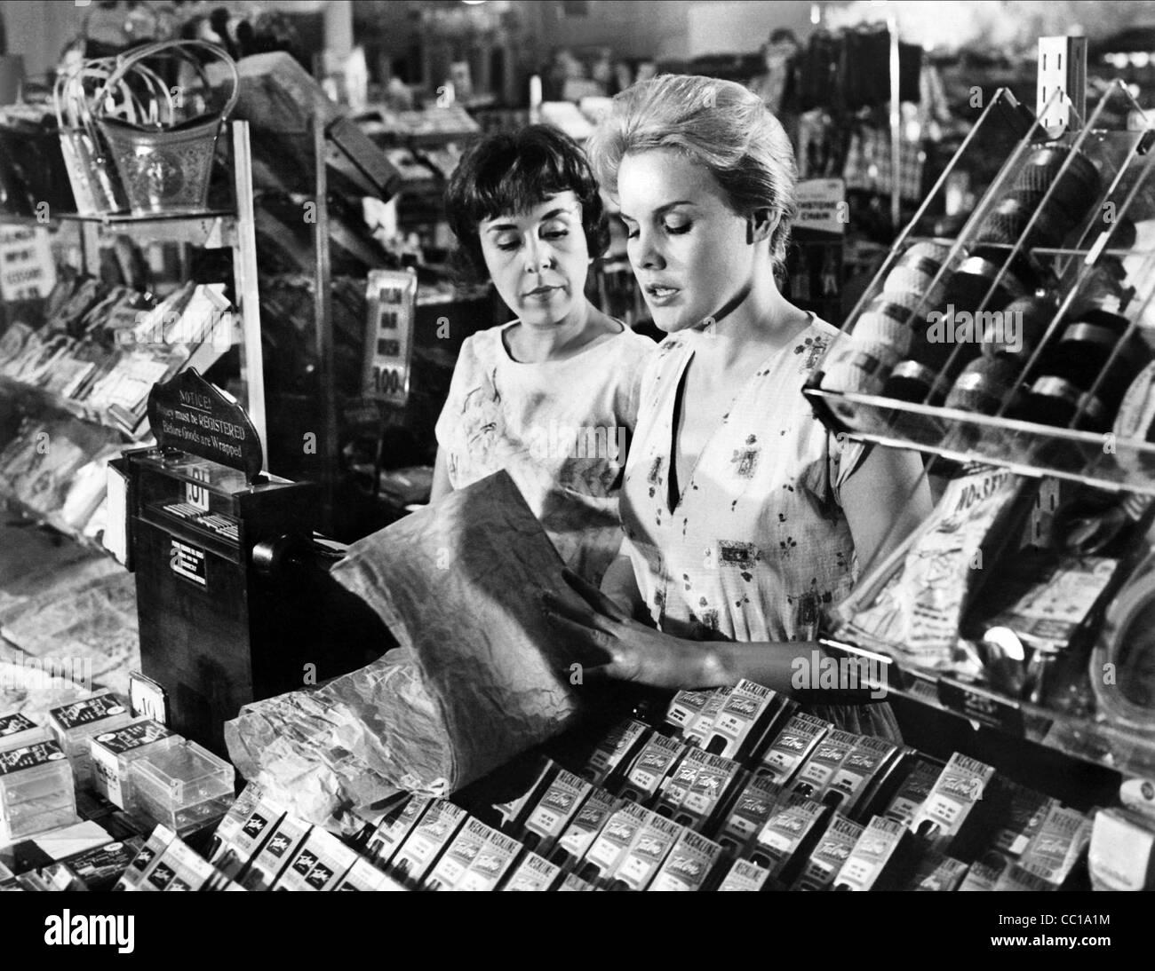 DORIS ROBERTS, CARROLL BAKER, SOMETHING WILD, 1961 - Stock Image