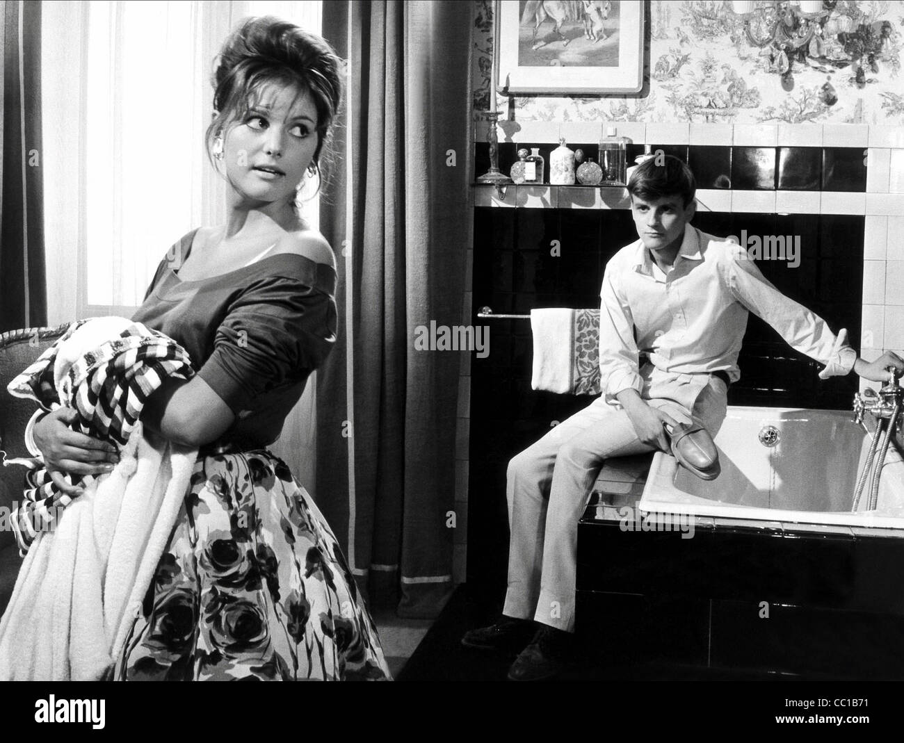 CLAUDIA CARDINALE & JACQUES PERRIN GIRL WITH A SUITCASE (1961)