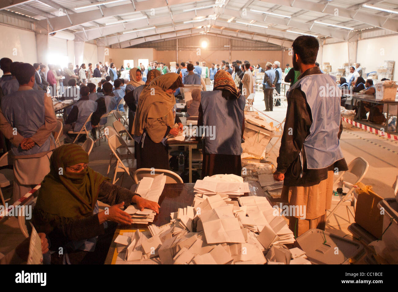 United Nations workers sort election ballots at a warehouse in Kabul, Afghanistan - Stock Image