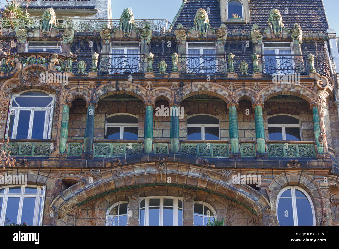 detail of facade art nouveau building at avenue rapp no 29 paris