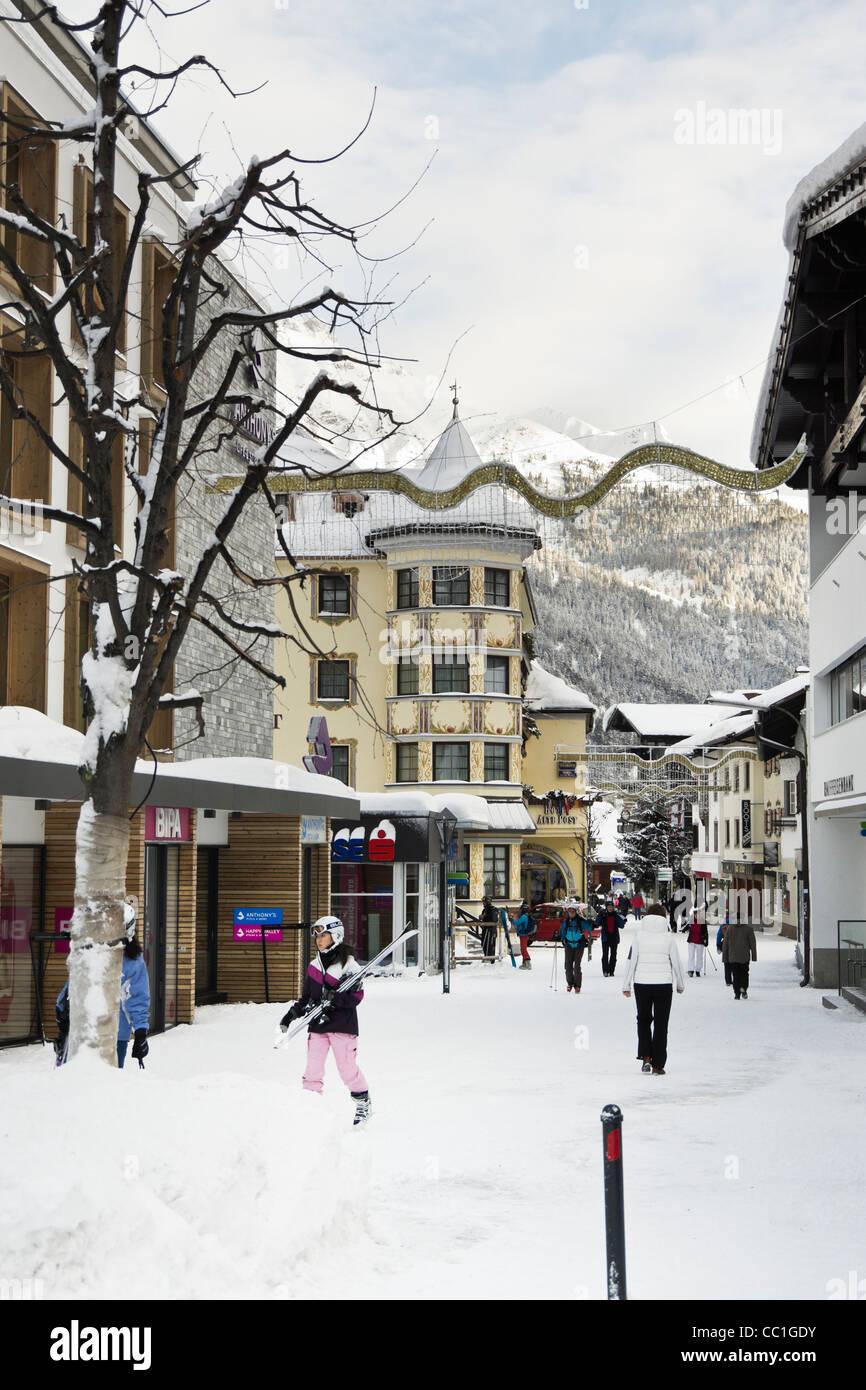 High Street, St Anton am Arlberg, Tyrol, Austria, Europe. Village scene in Austrian alpine ski resort with snow - Stock Image