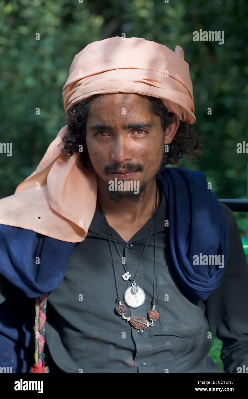 Man wearing a turban in Old Manali, Himachal Pradesh, India - Stock Image