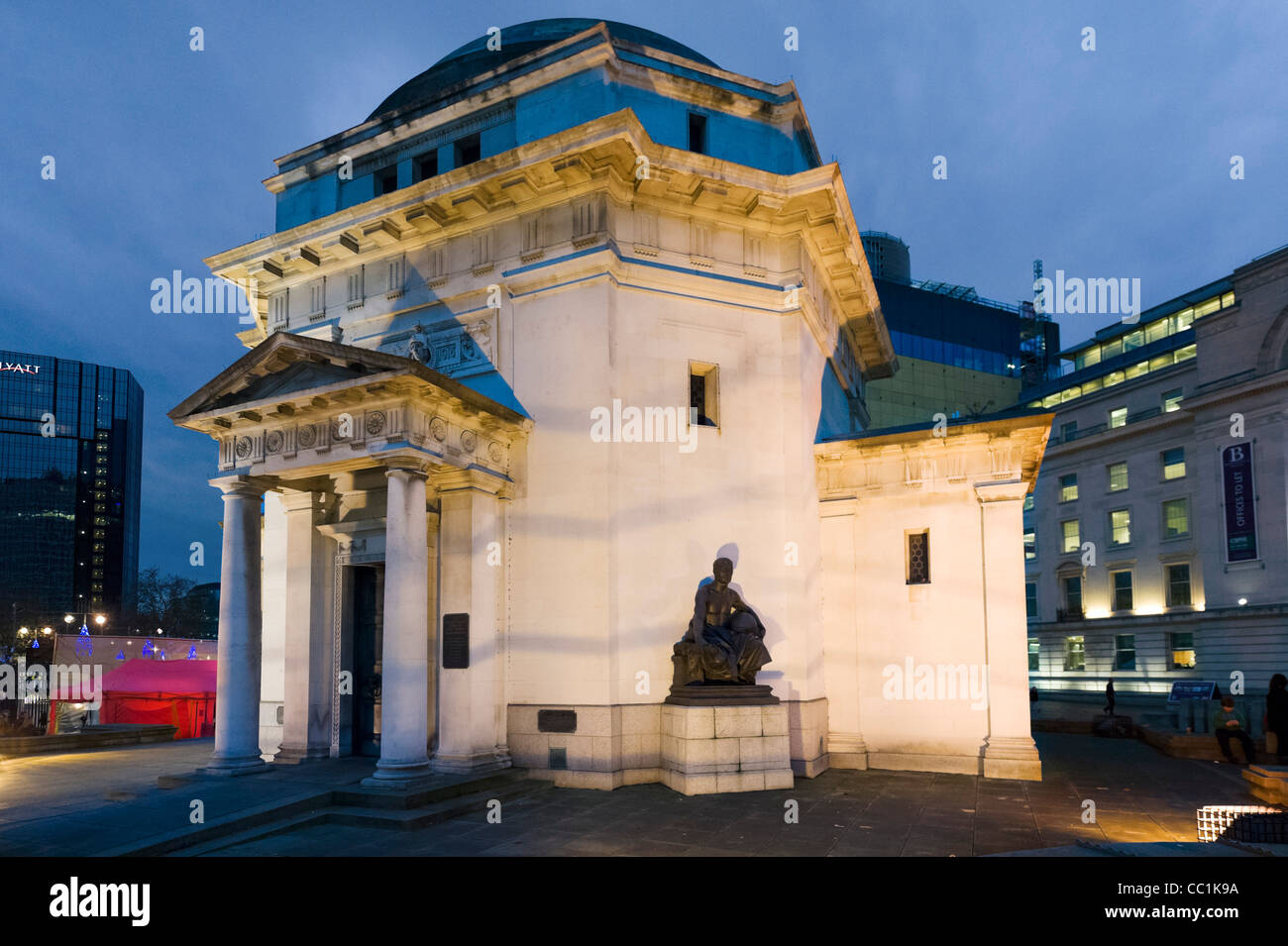 The Hall of Memory at night, Centenary Square, Birmingham, UK - Stock Image