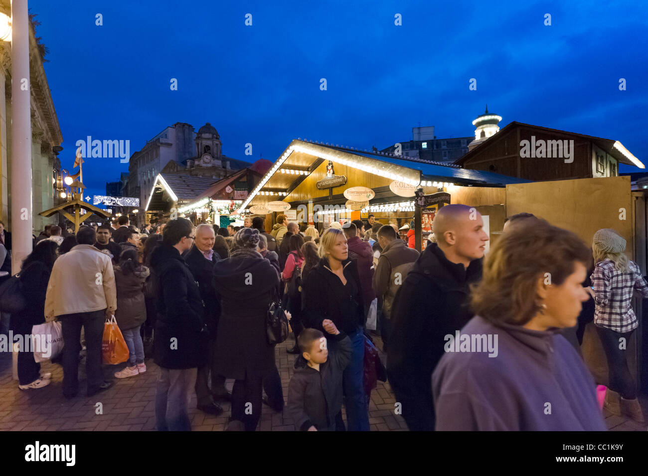 Crowds of shoppers in front of the Council House at the Frankfurt German Christmas Market, Victoria Square, Birmingham, - Stock Image