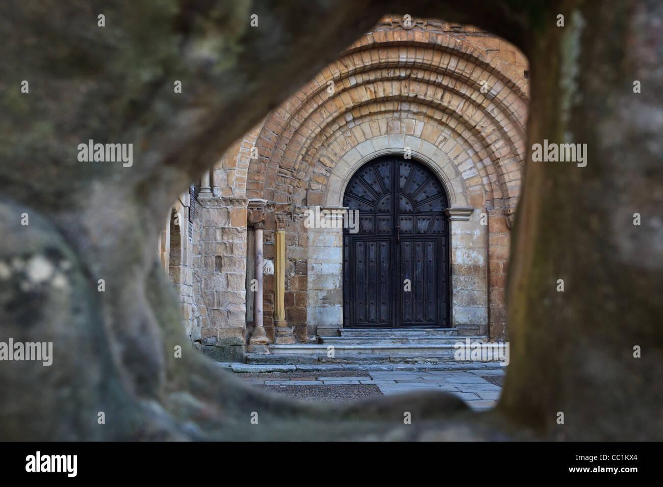 A glimpse of the main entrance to Colegiata, Santillana del Mar, Cantabria, Spain - Stock Image