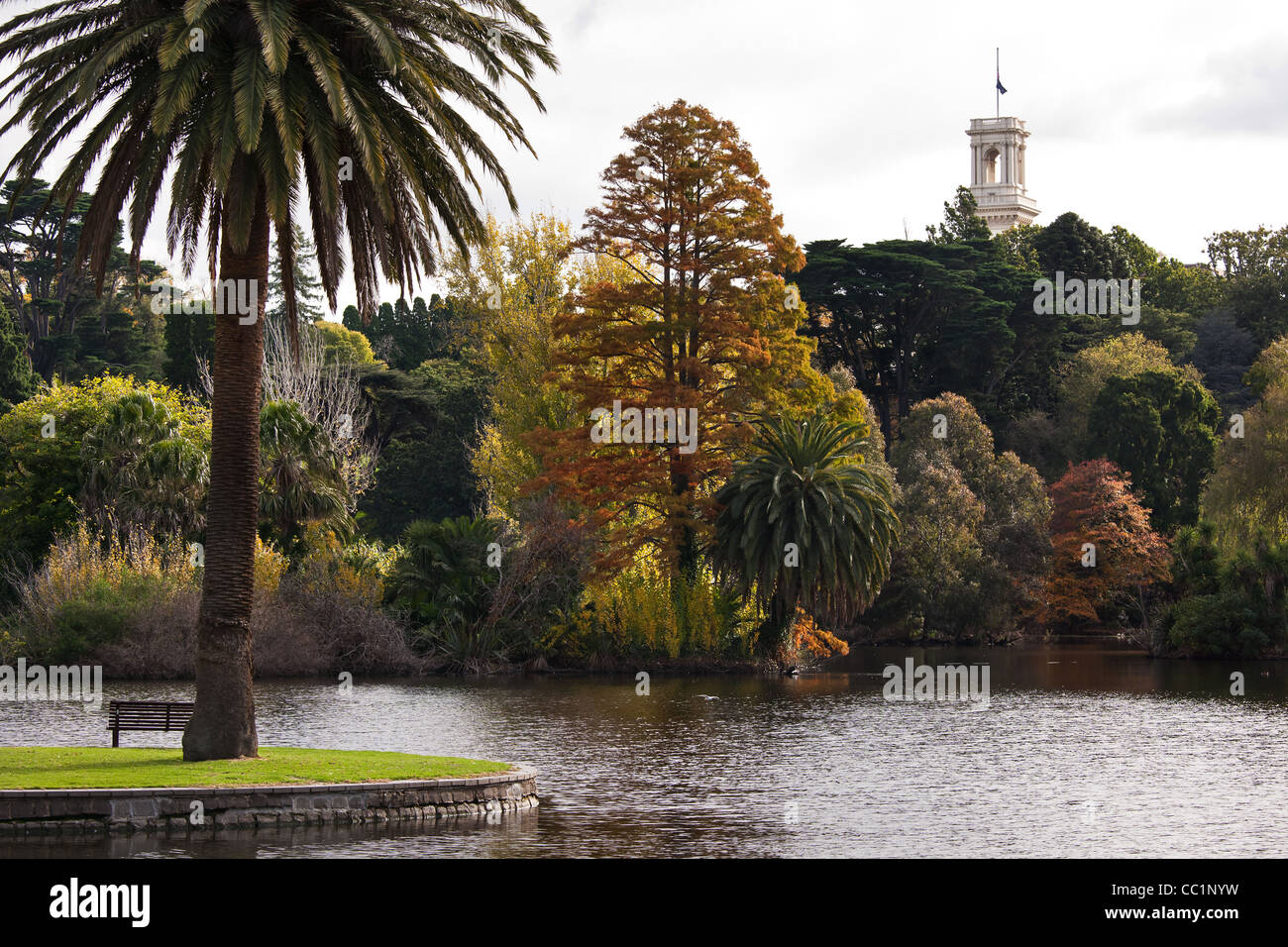 Melbourne botanic gardens ornamental lake with the government house ...