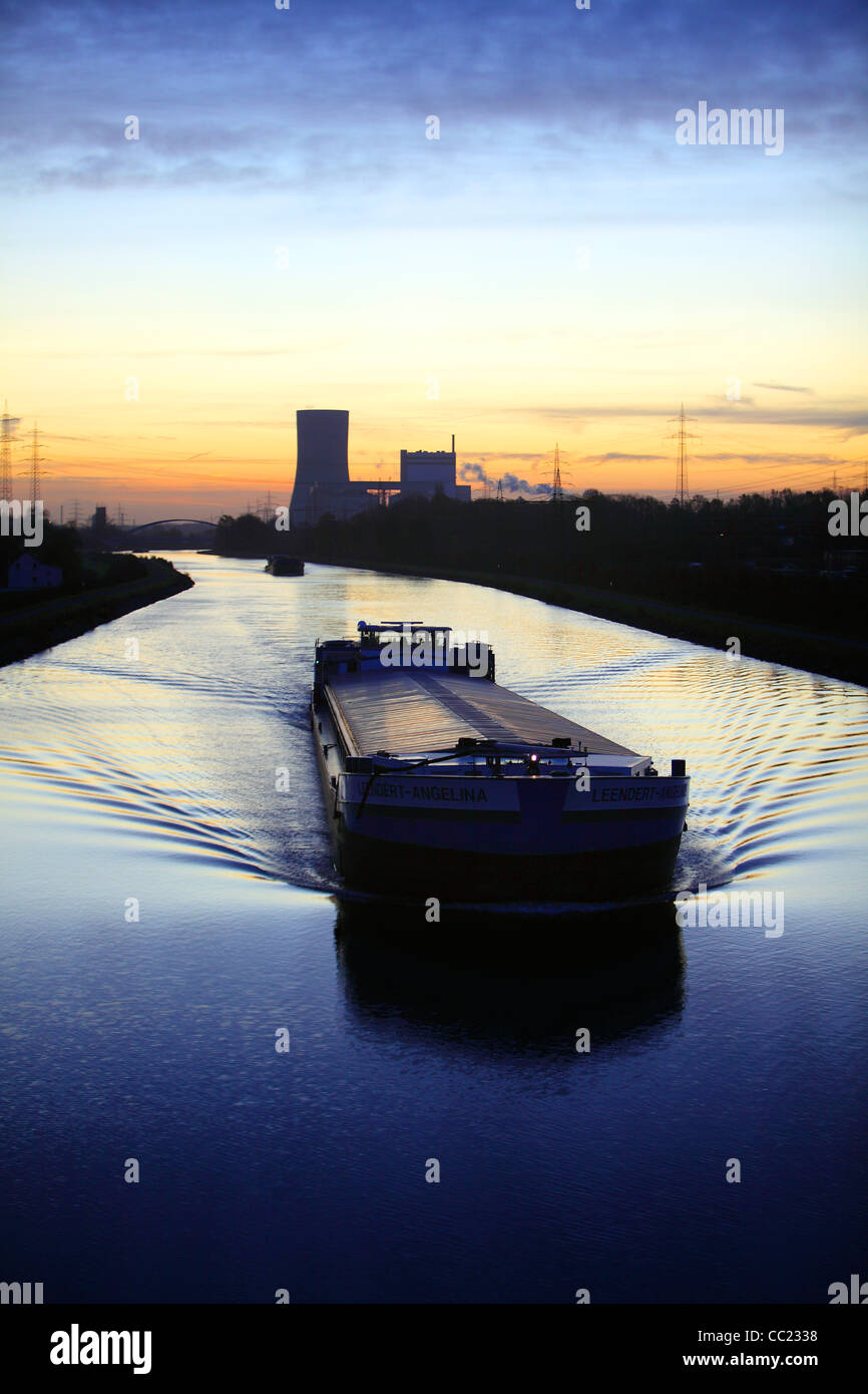 Inland waterway, Datteln-Hamm-Kanal, artificial canal for inland freight ships, at dawn. Waltrop, Germany, Europe. - Stock Image