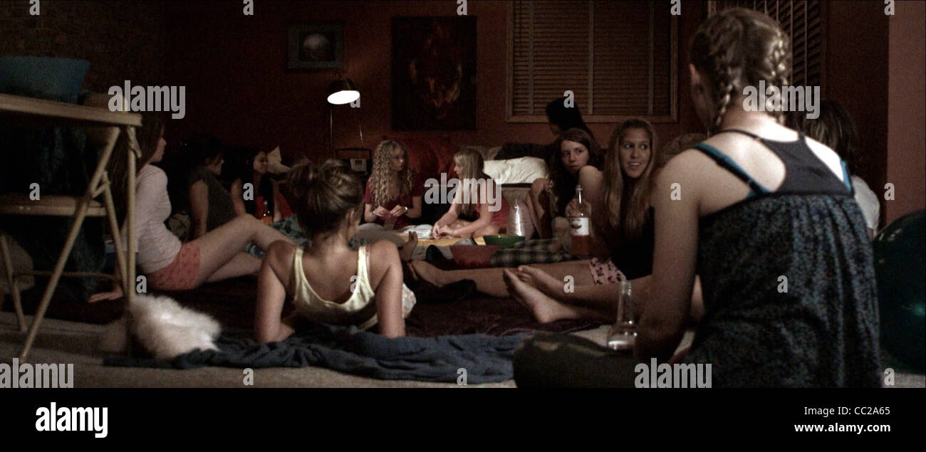 GIRLS SLUMBER PARTY THE MYTH OF THE AMERICAN SLEEPOVER (2010) - Stock Image