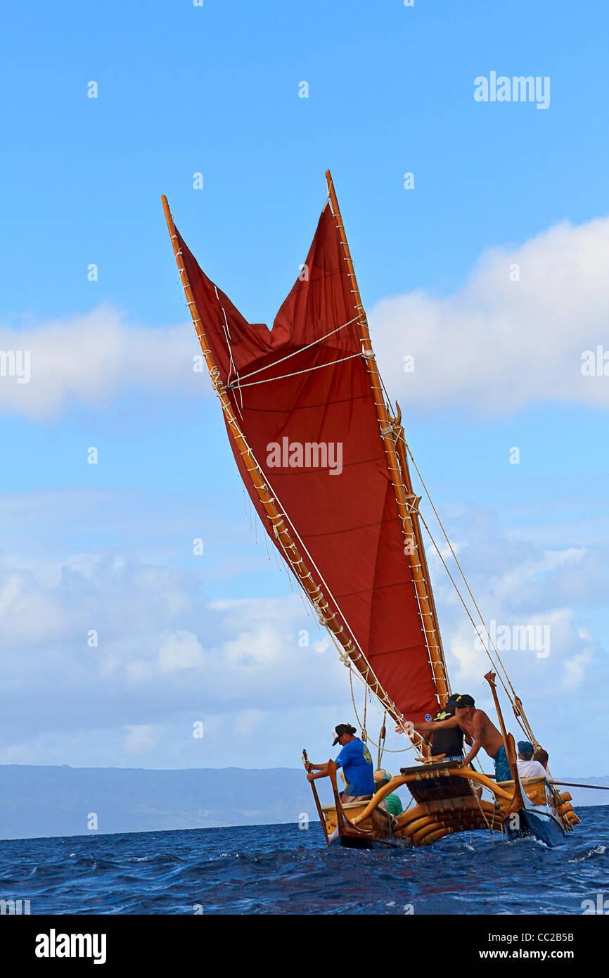 Mo'olele, replica of an ancient Hawaiian war canoe, seen sailing head on towards camera in waters off Maui, - Stock Image